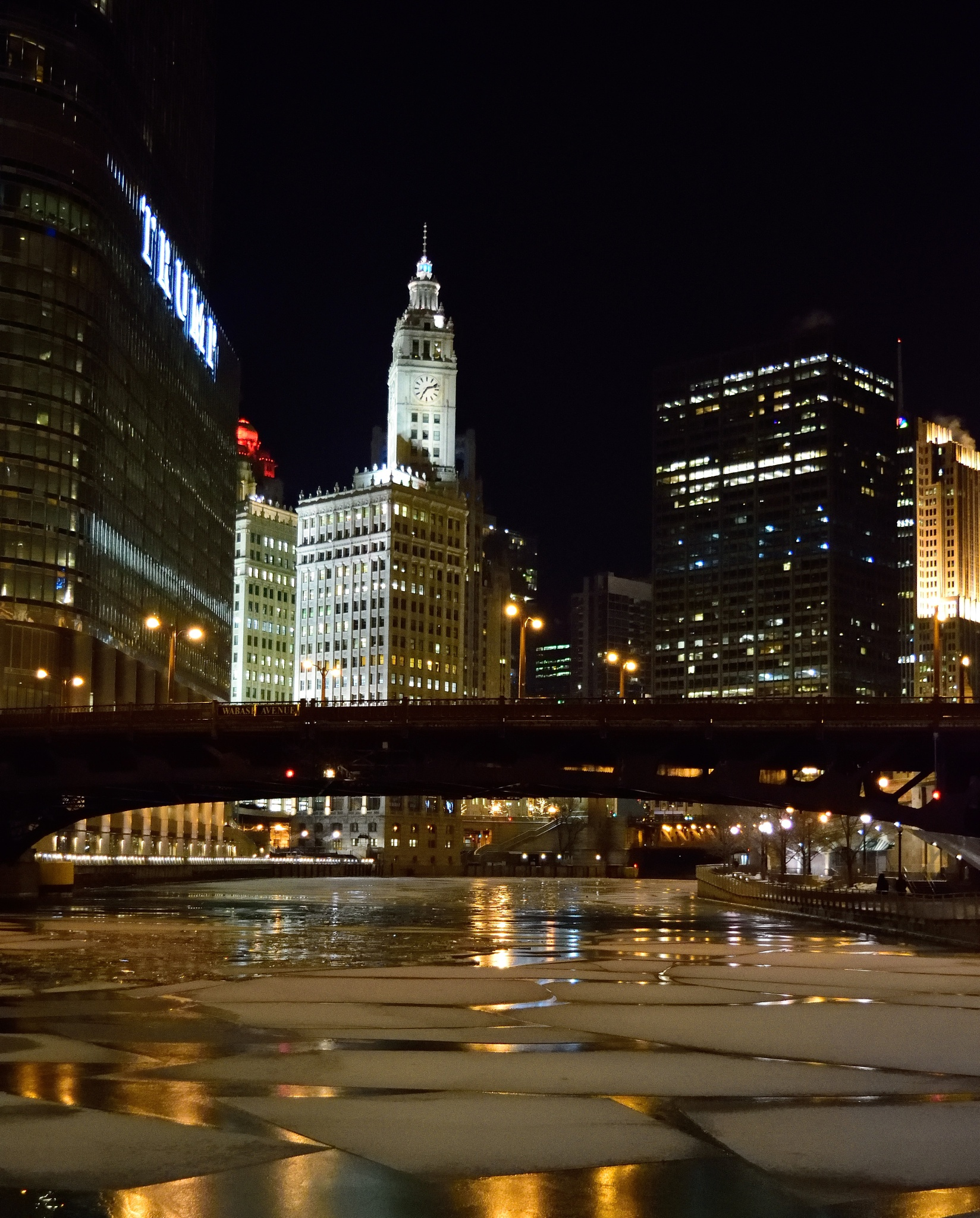 The Wrigley Building by Orlando Fonseca