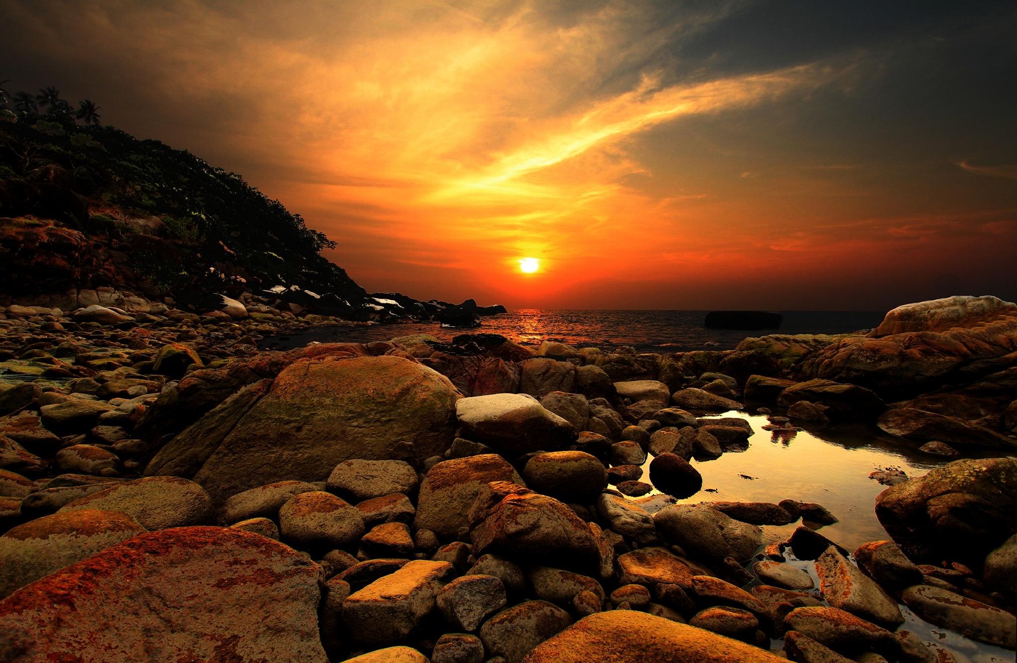 Amazing Sunset over Goa beaches by Dhruv Ashra