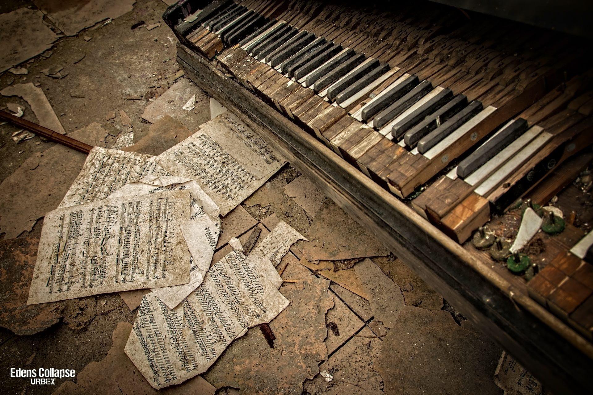 Piano by Farin Quest