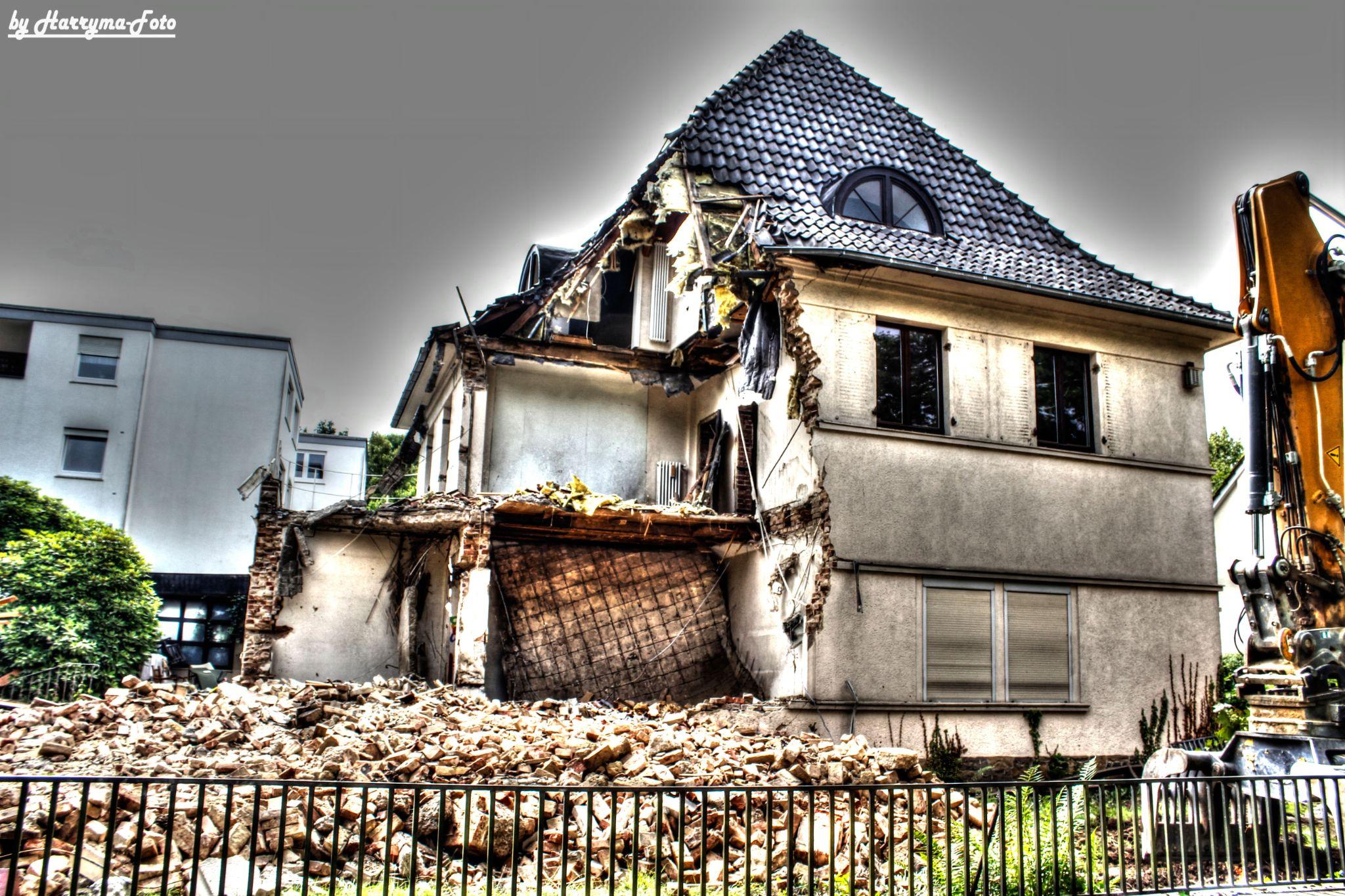 Altes-Haus1 by haraldkleiner