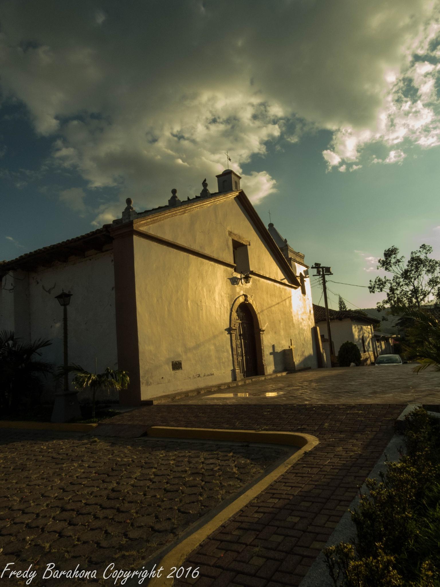 San Buenaventura Church by Fredy Barahona