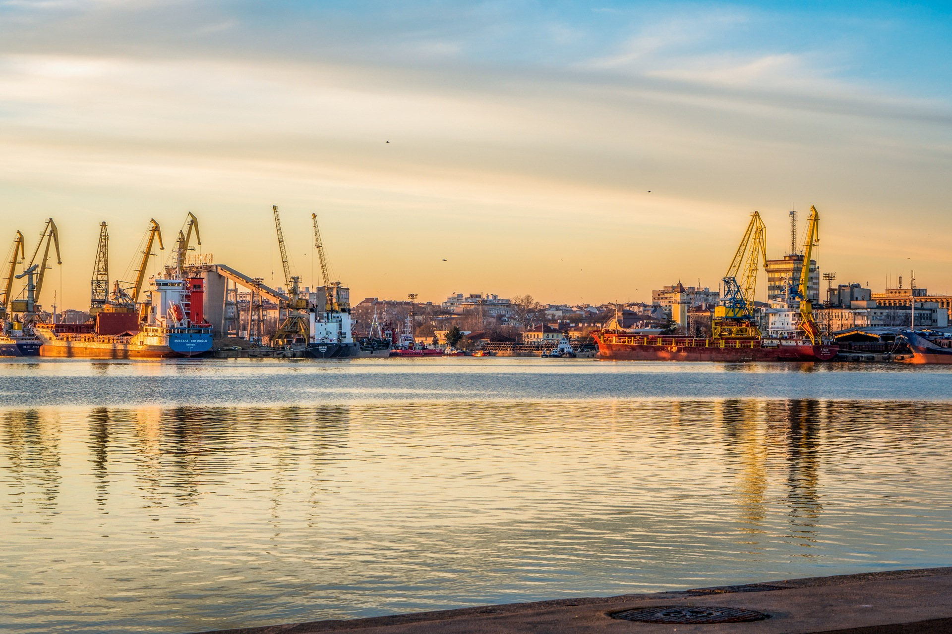 Port - late evening by Venelin Todorov