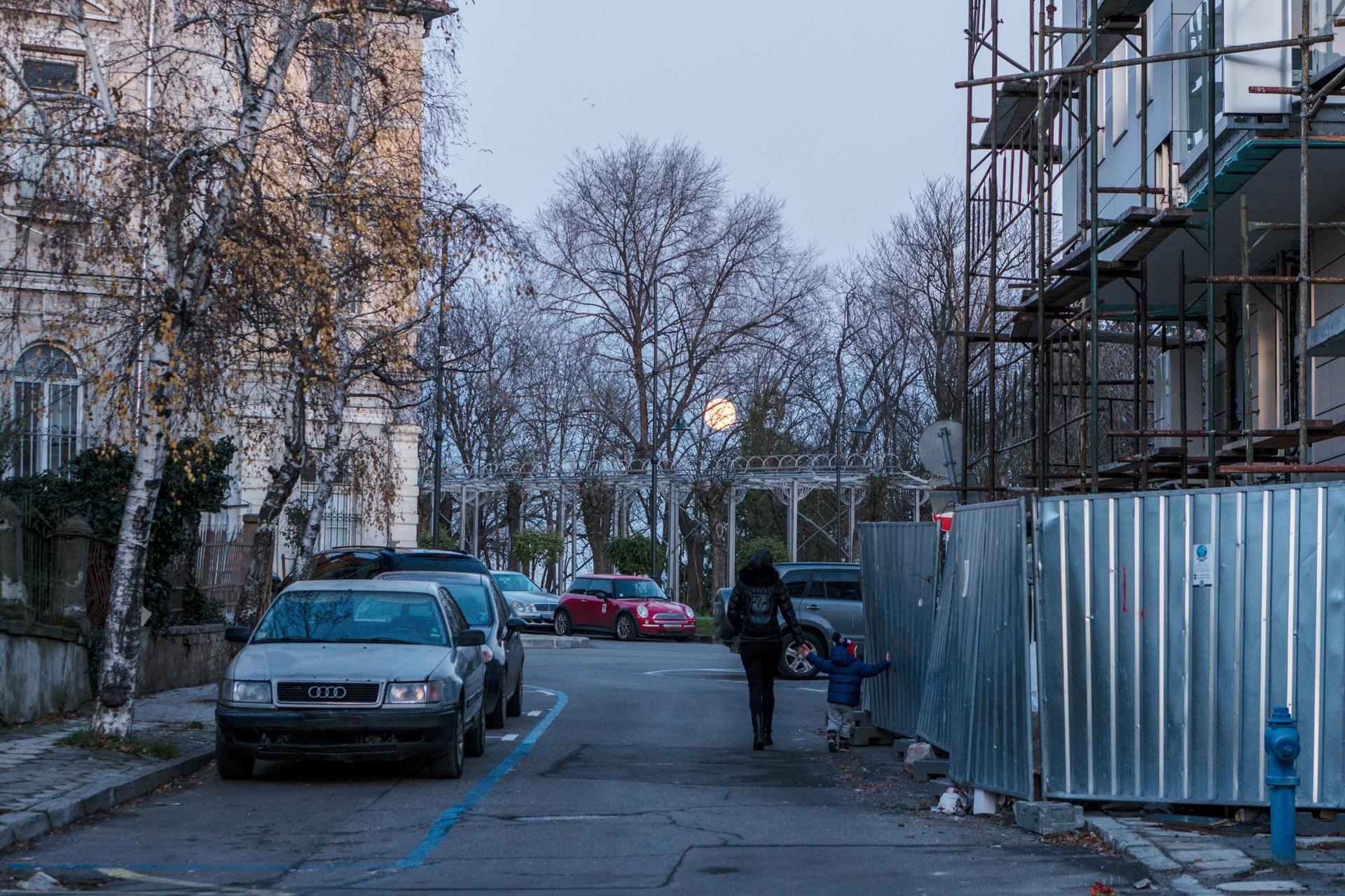 Evening in city by Venelin Todorov