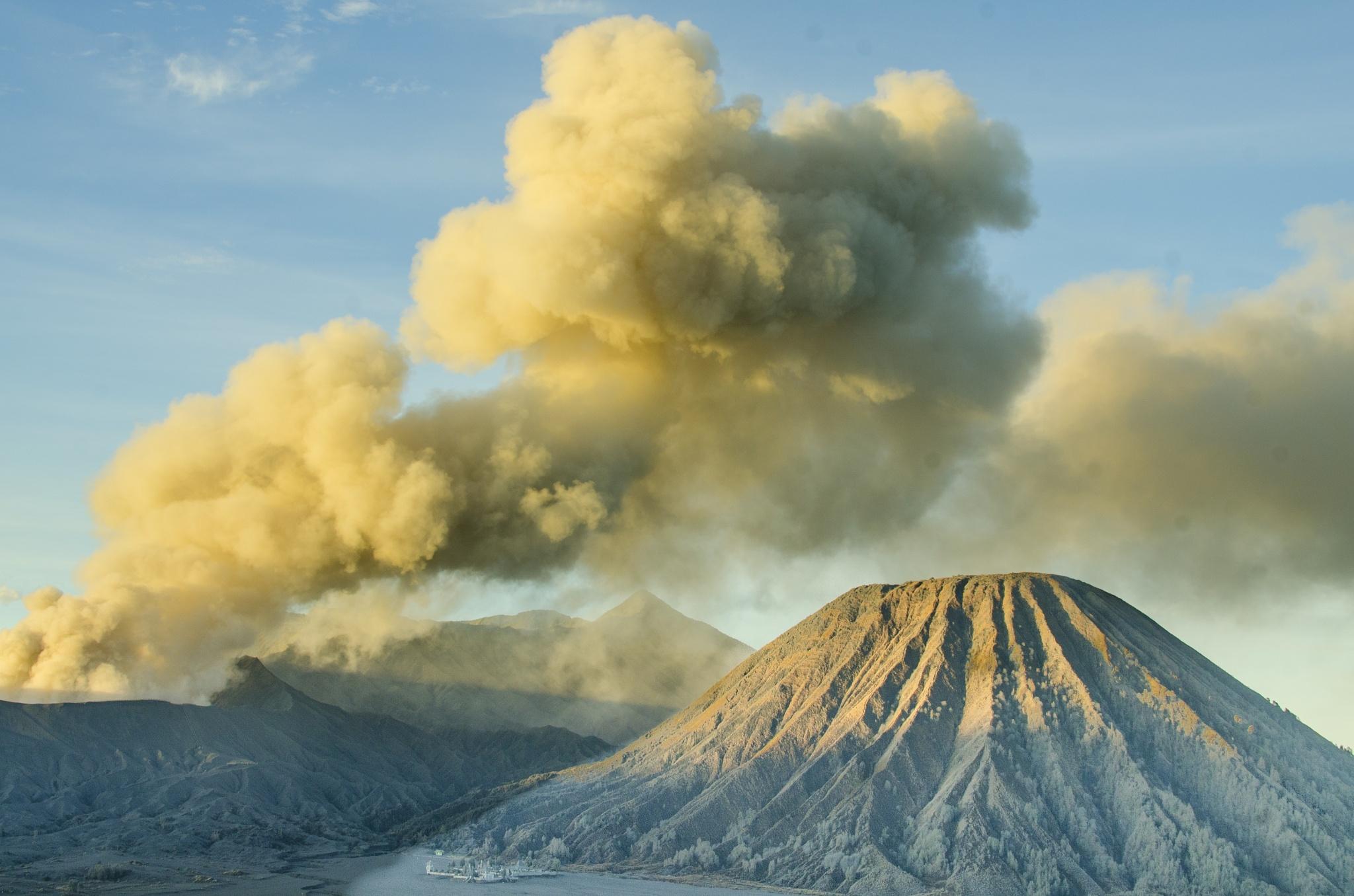Bromo Eruption by nurdinrivai