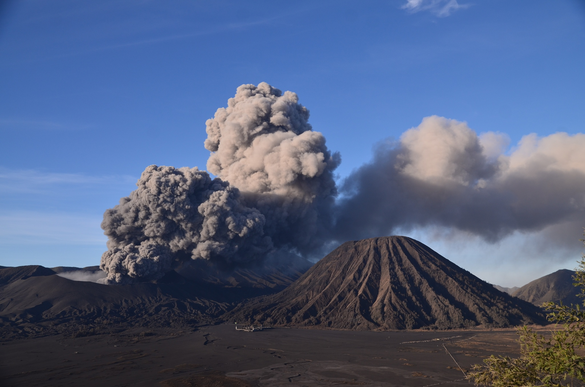 Bromo eruption East Jawa Indonesia by nurdinrivai