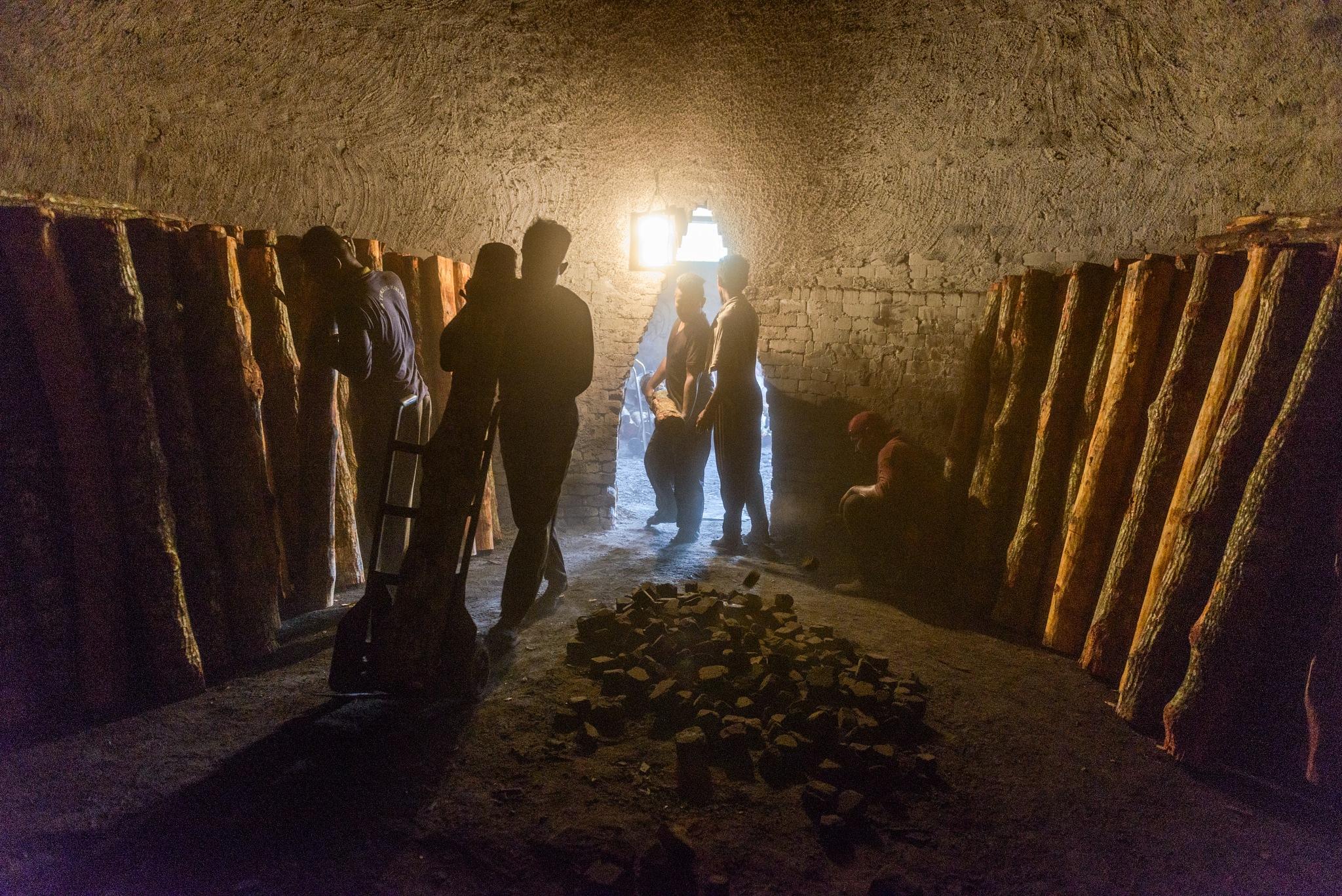 Sepetang 2014/04 - Charcoal Factory - Inside the kiln #19 by klchin66