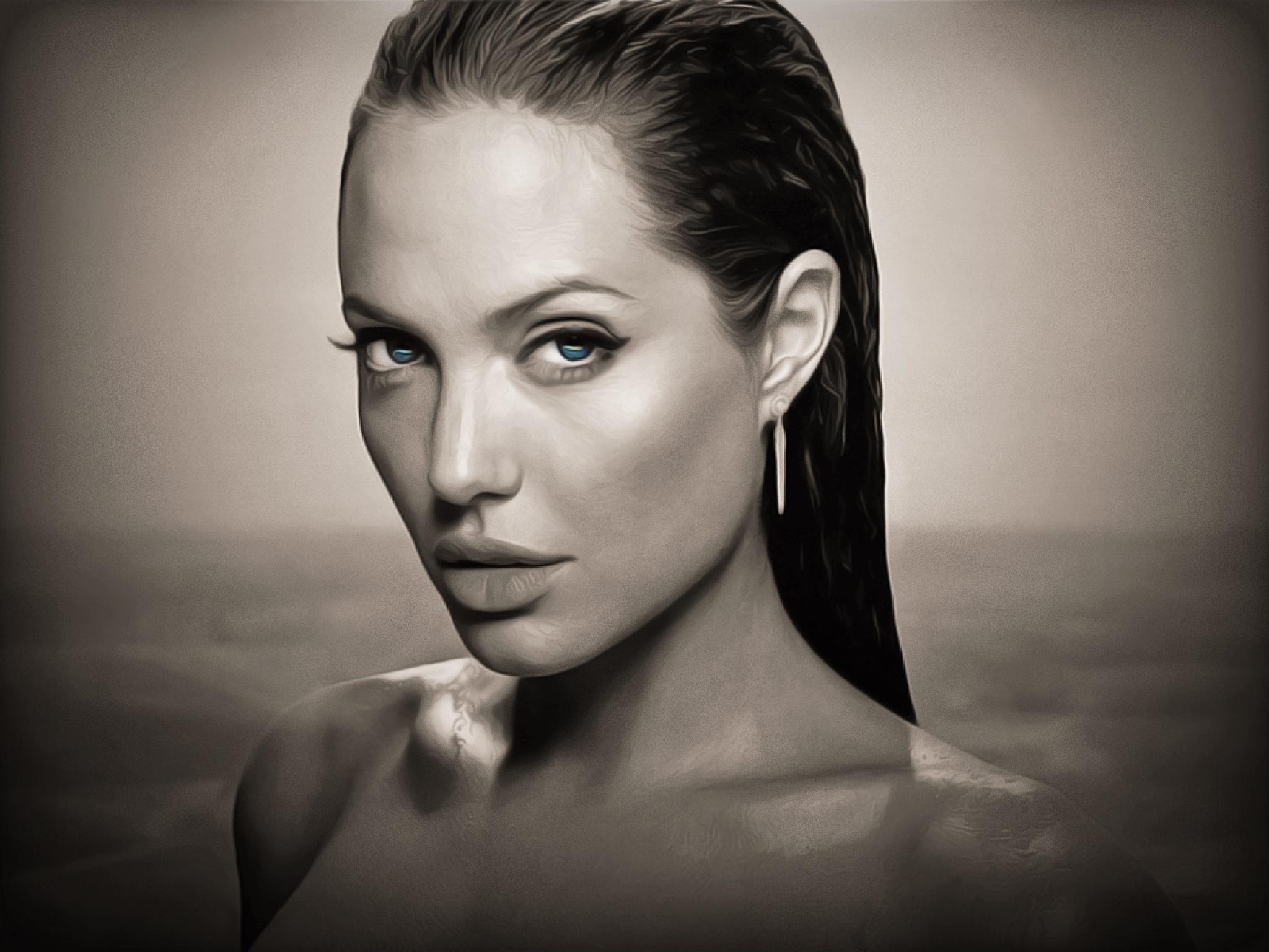 Angelina Jolie Black & White by zertium