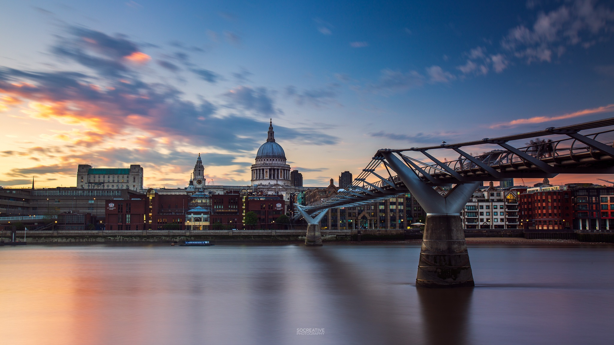 Sunset over St Paul's Cathedral by socreative