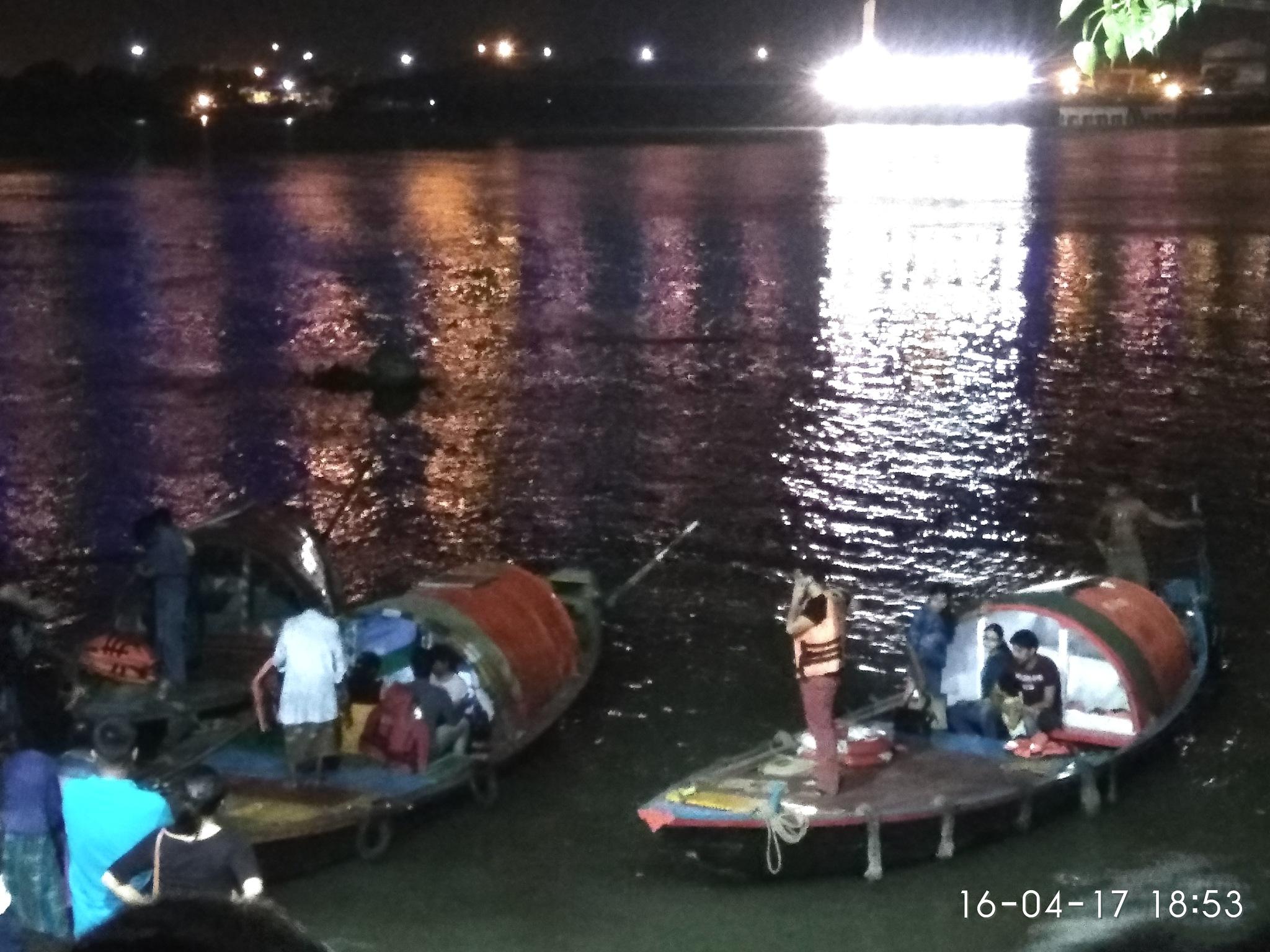 Boats by Dibyendu Chatterjii