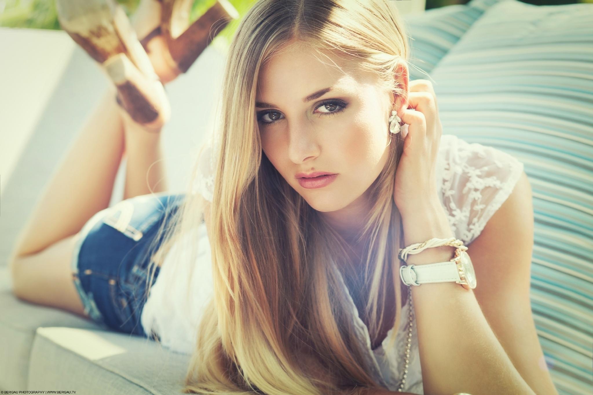 Rebecca by Bergau Photography