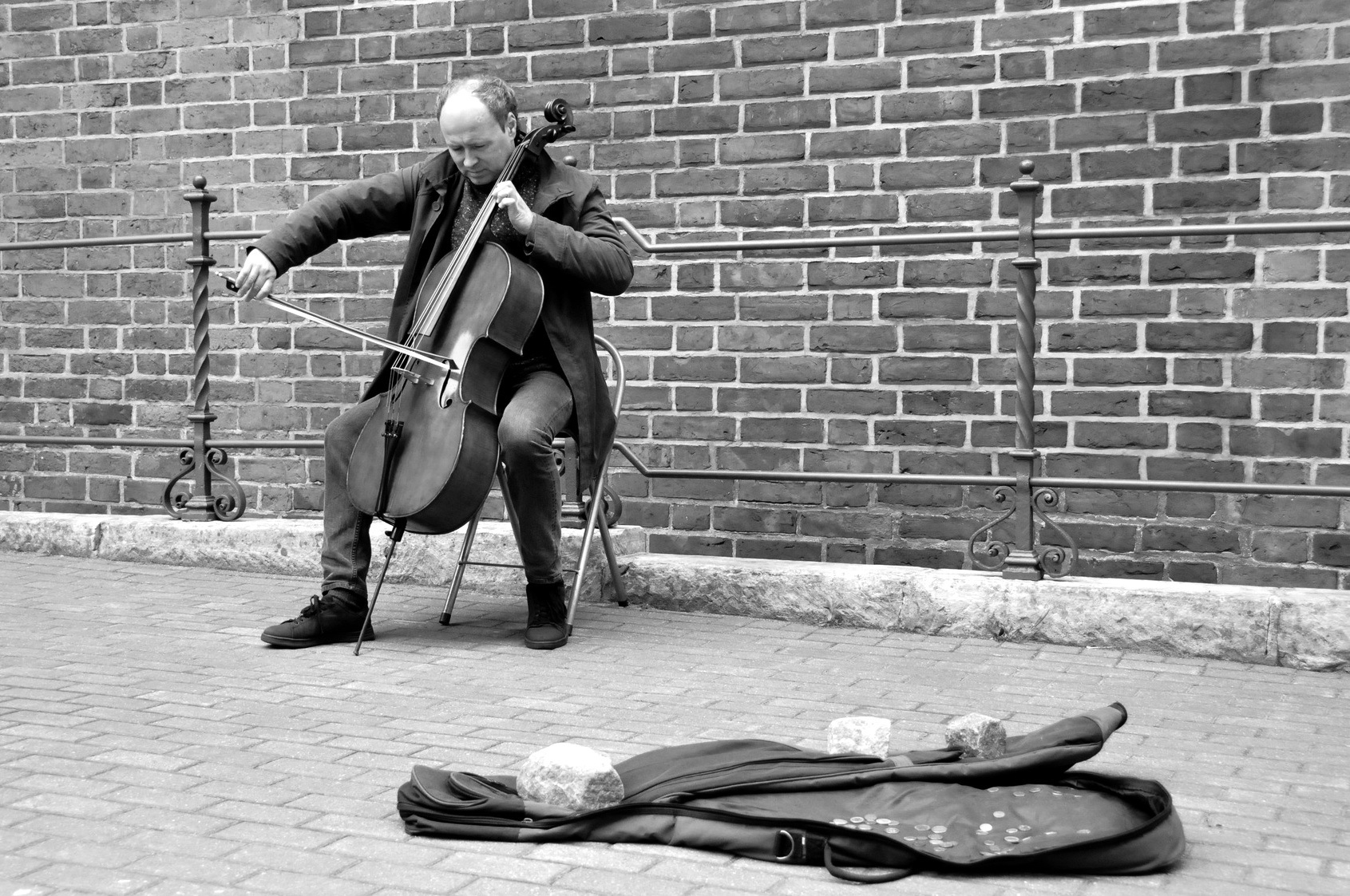 The Cellist by Jo Dohse