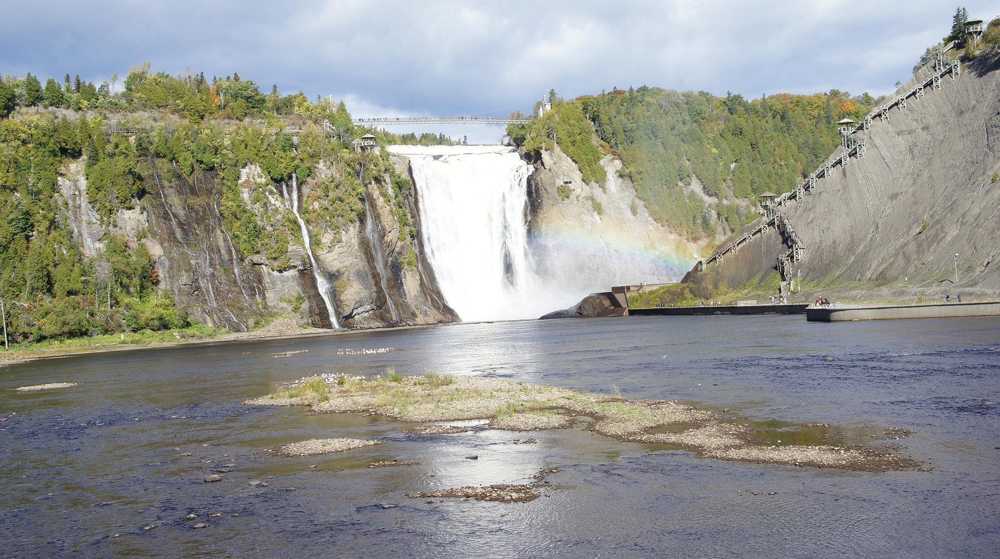 Waterfall in canada  by hakkie