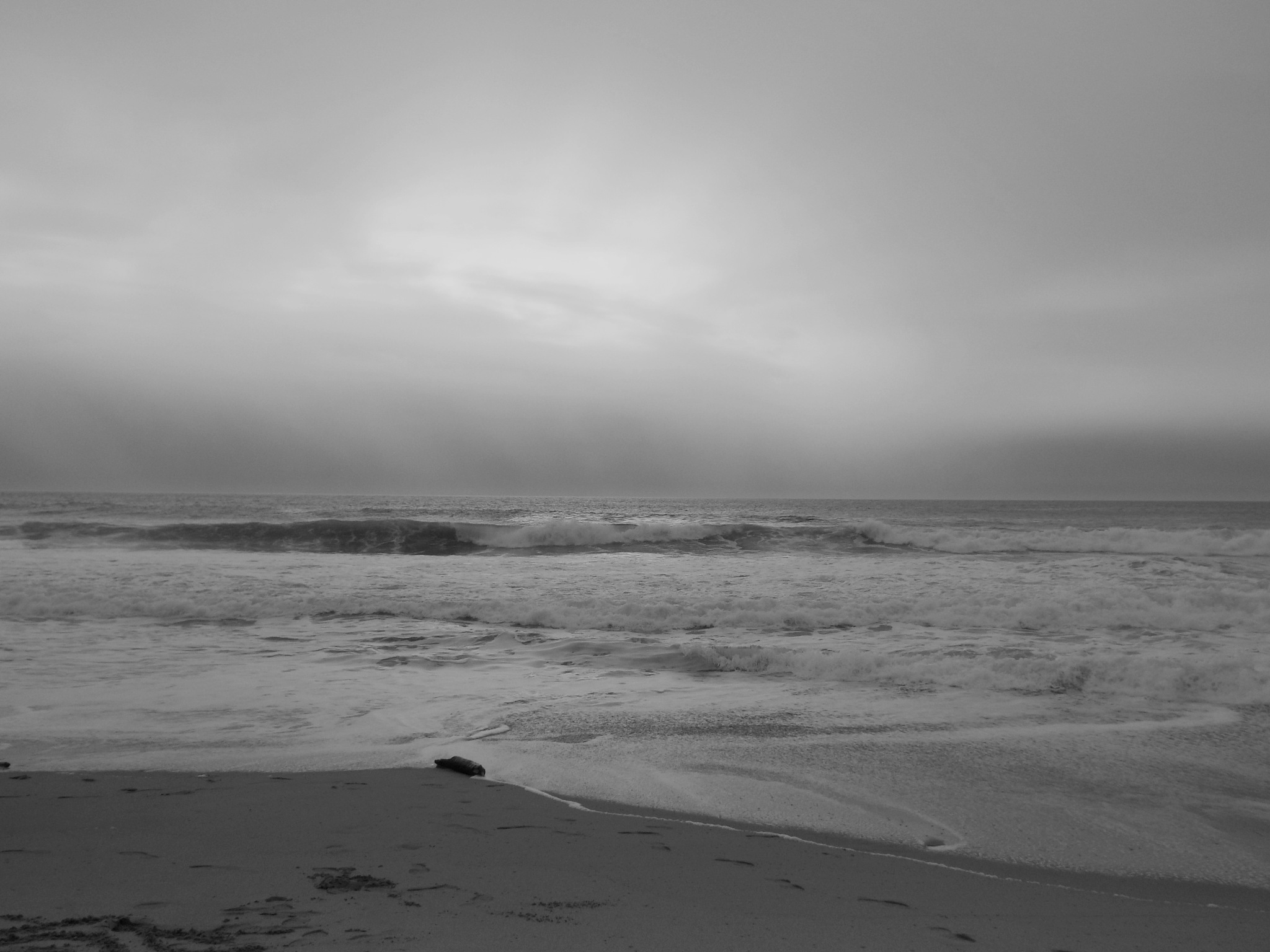 PACIFIC SUNSET, B&W, FULL SCREEN by Akin Saner