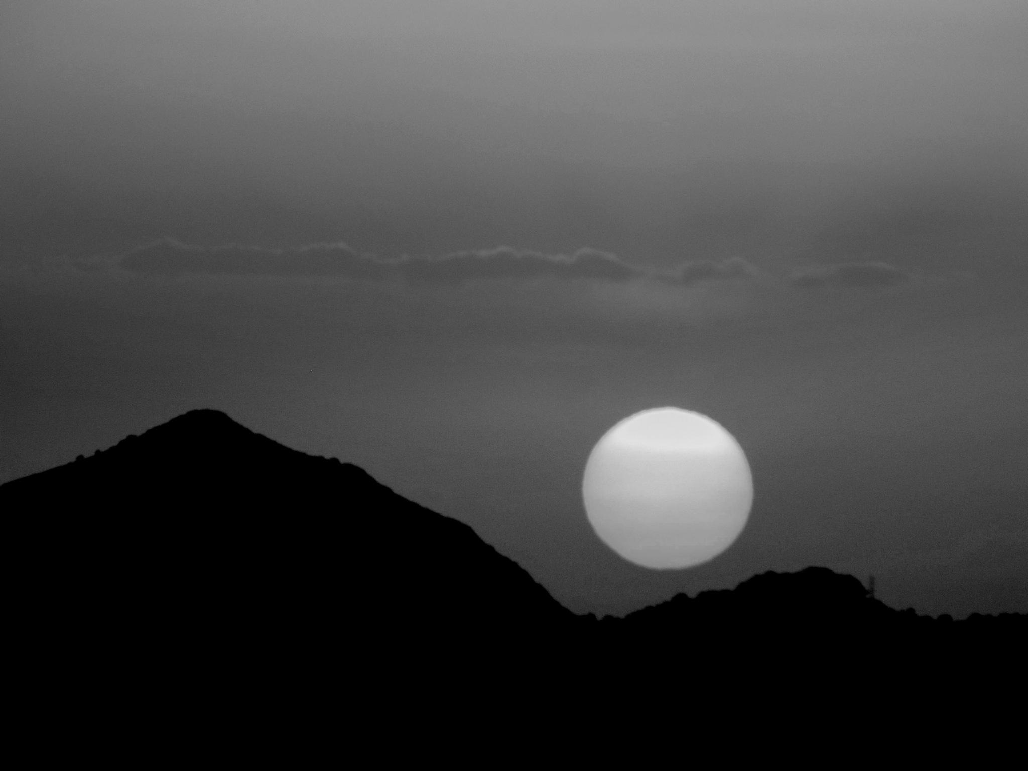 B&W SUNSET, CLOSEUP by Akin Saner