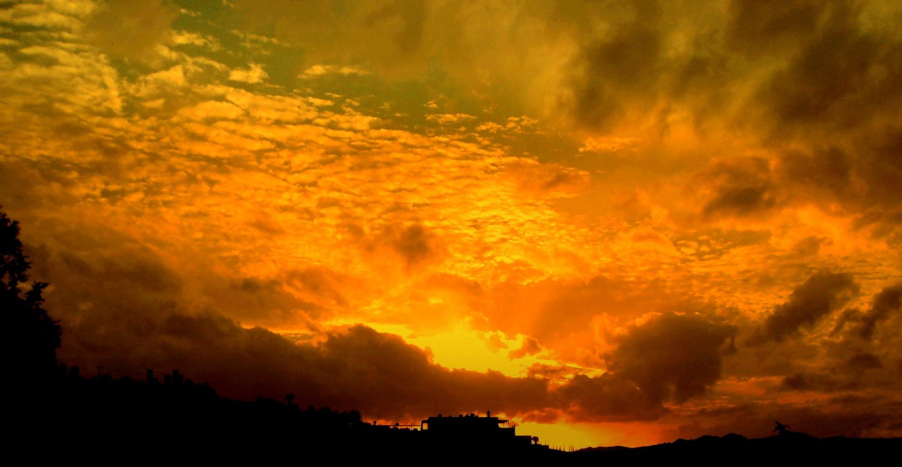 BEAUTIFUL SUNSETS 72, FULL SCREEN by Akin Saner