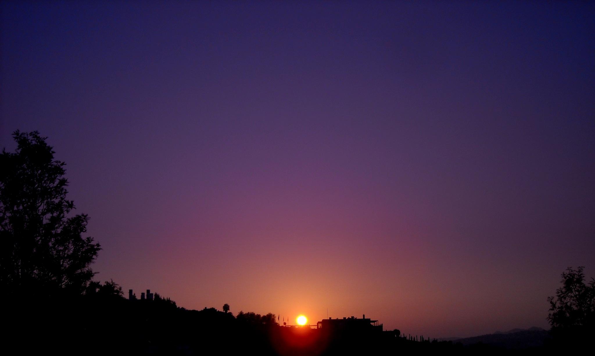 TANGENT SUNSET, FULL SCREEN by Akin Saner