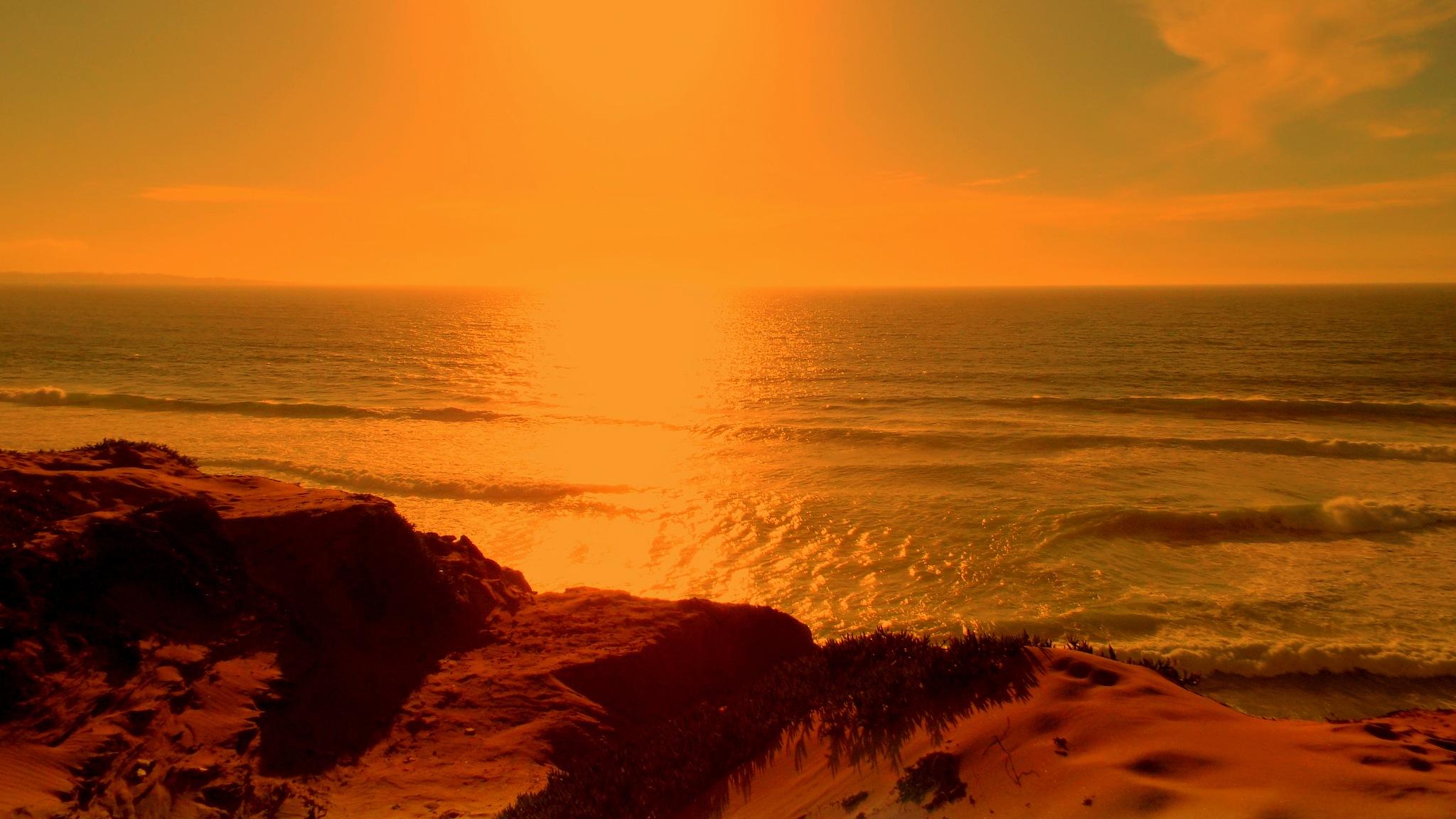 PACIFIC OCEAN SUNSET, FULL SCREEN by Akin Saner