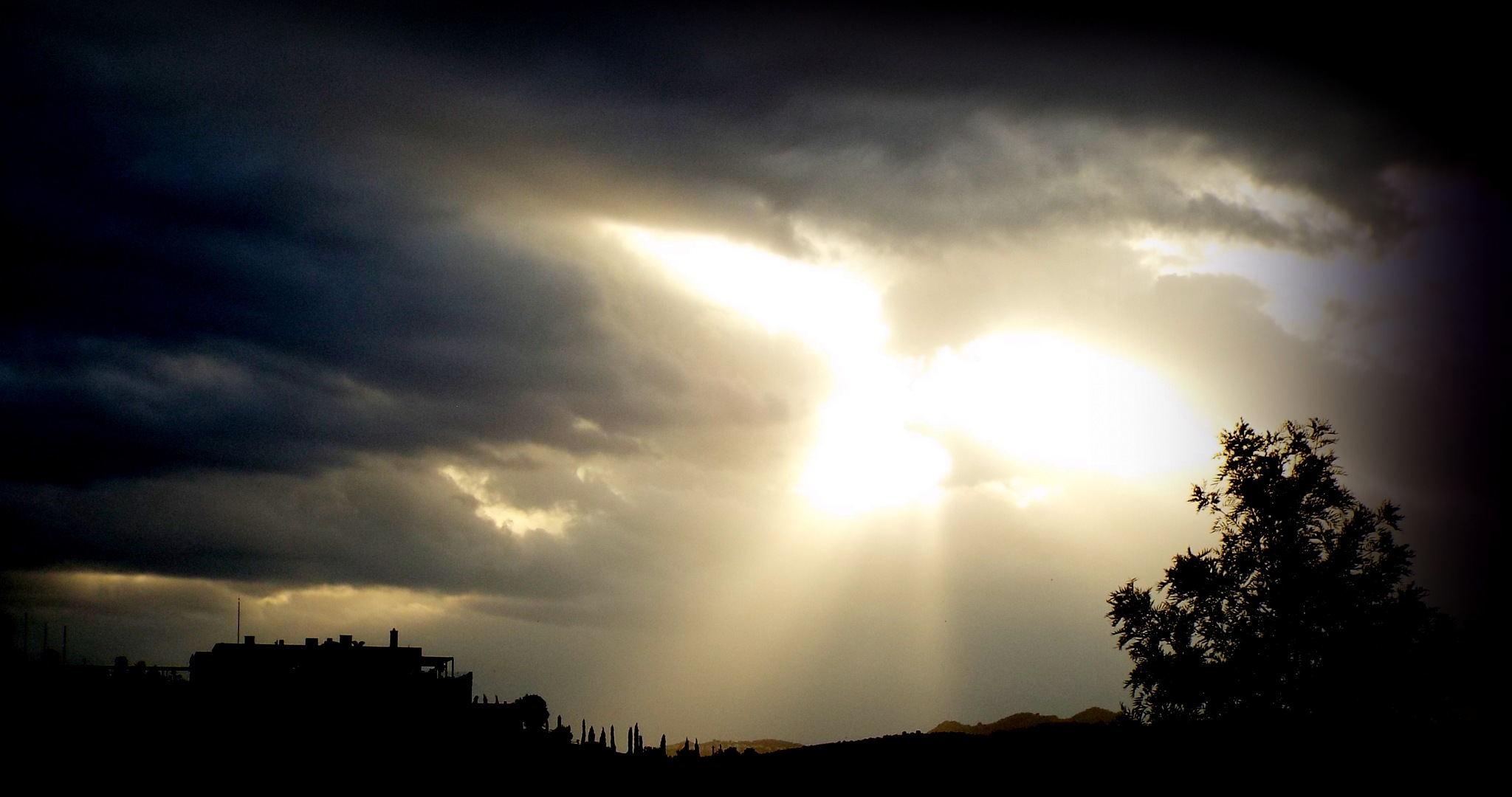 UNTITLED SUNSET, BITEZ by Akin Saner