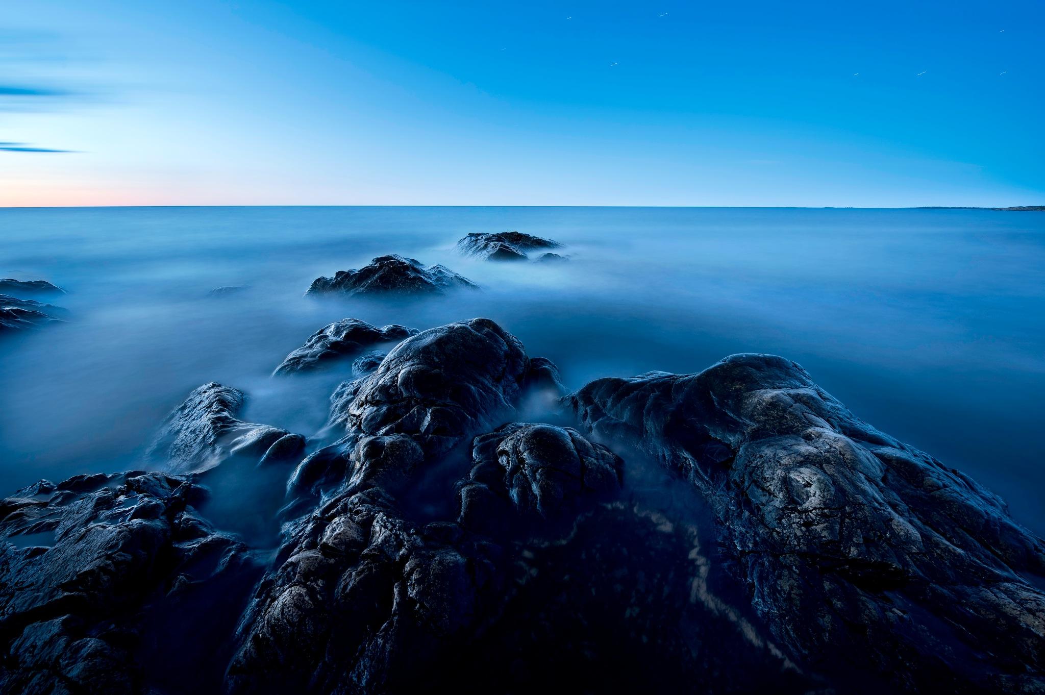 Blue ocean by Magnus Eriksson