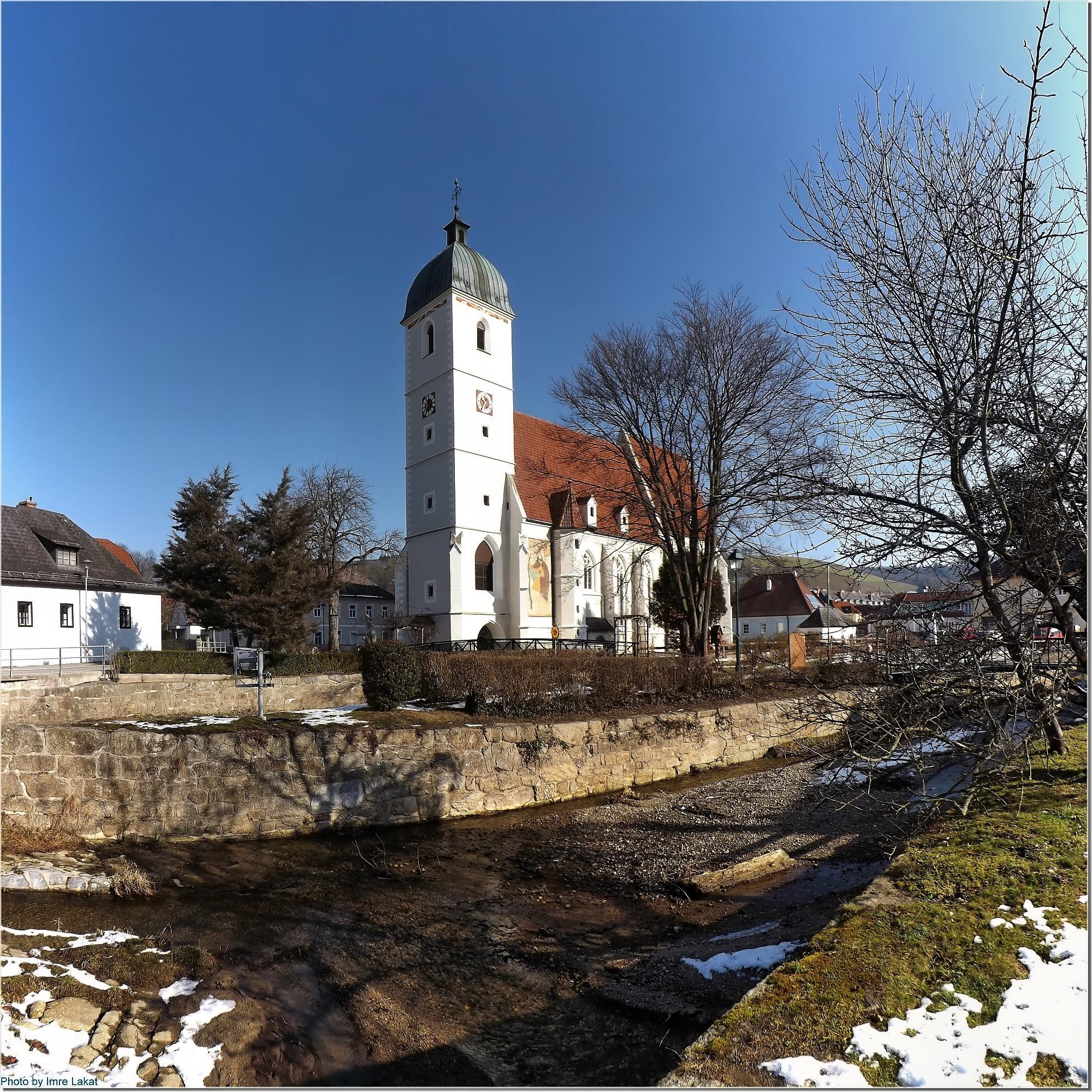 Kirche am Kirchschlag  by Imre Lakat