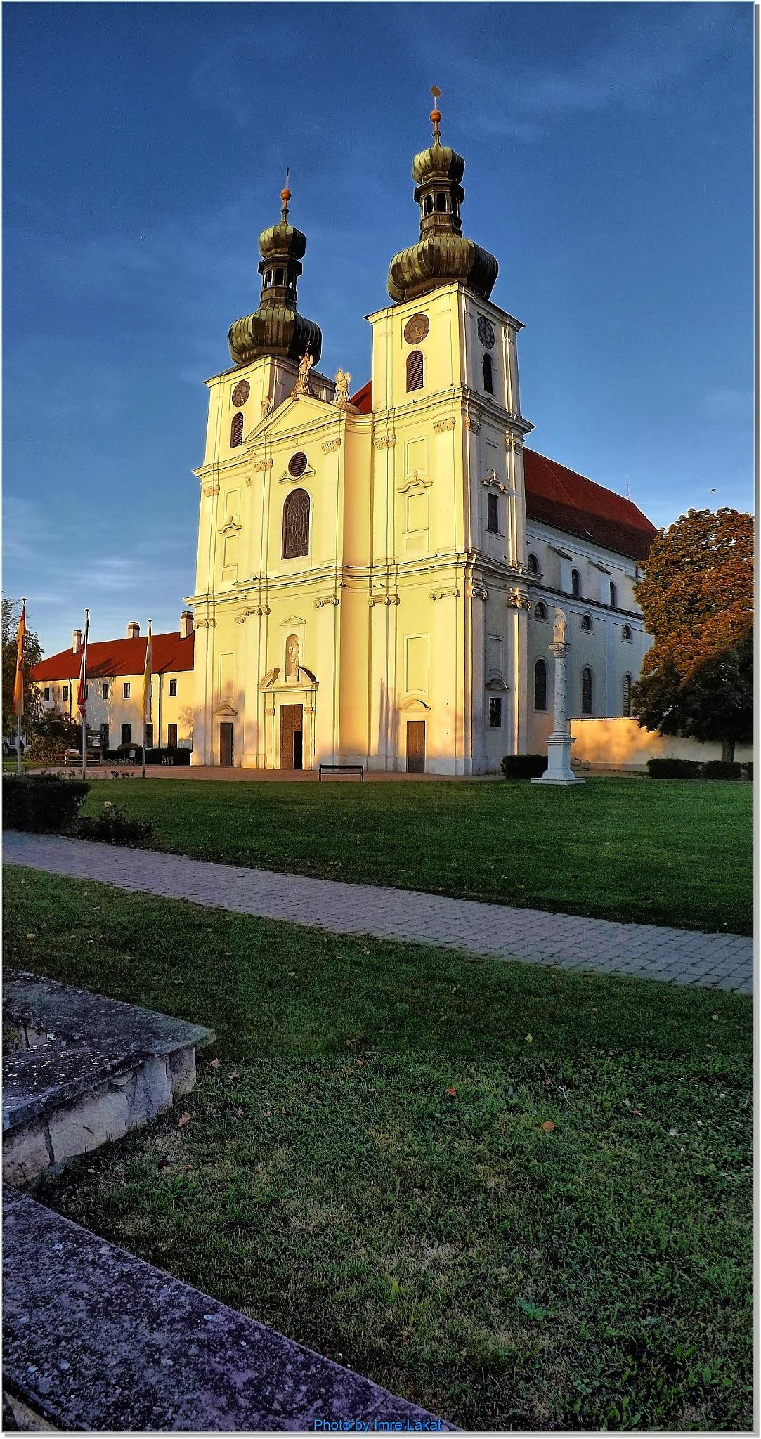 Boldogasszony, Ausztria Pfarramt Frauenkirchen röm- kath . Kirchenplatz 27, 7132 Frauenkirch by Imre Lakat