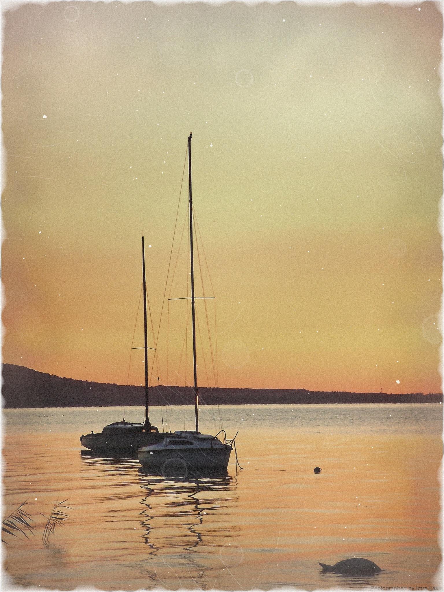 Napkelte Balatonszepezdfürdőn ...Sunrise am Balaton lake . .   by Imre Lakat
