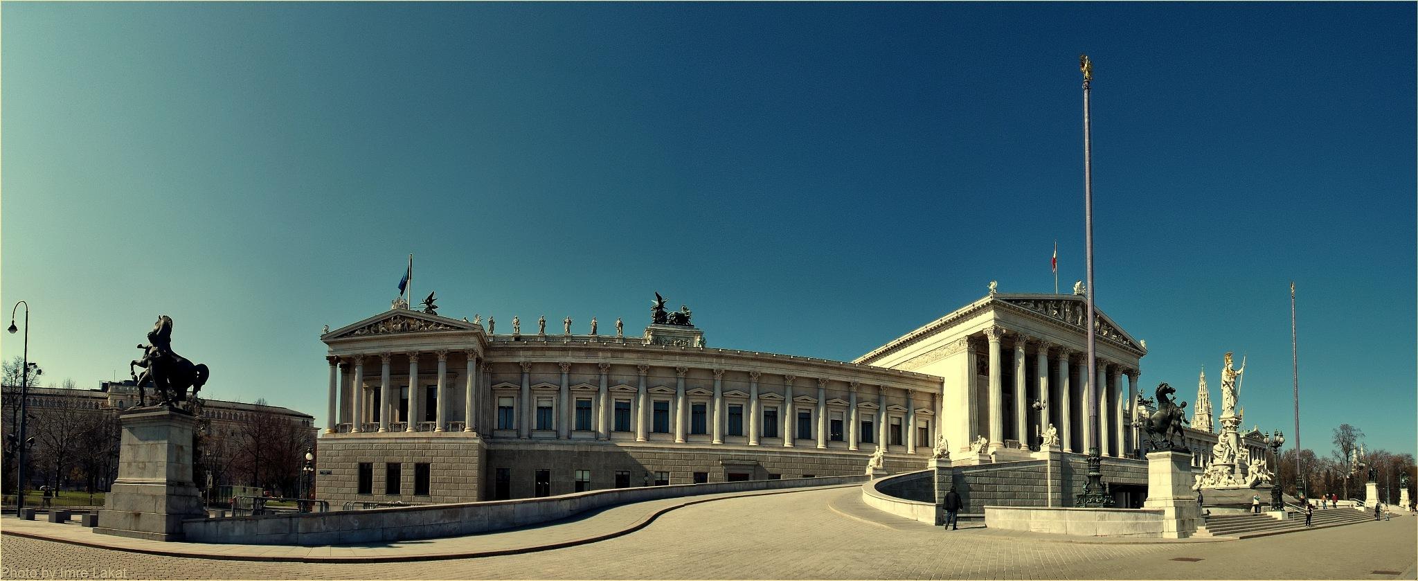 Austrian Parliament Building, Dr.-Karl-Renner-Ring, Vienna, Ausztria by Imre Lakat