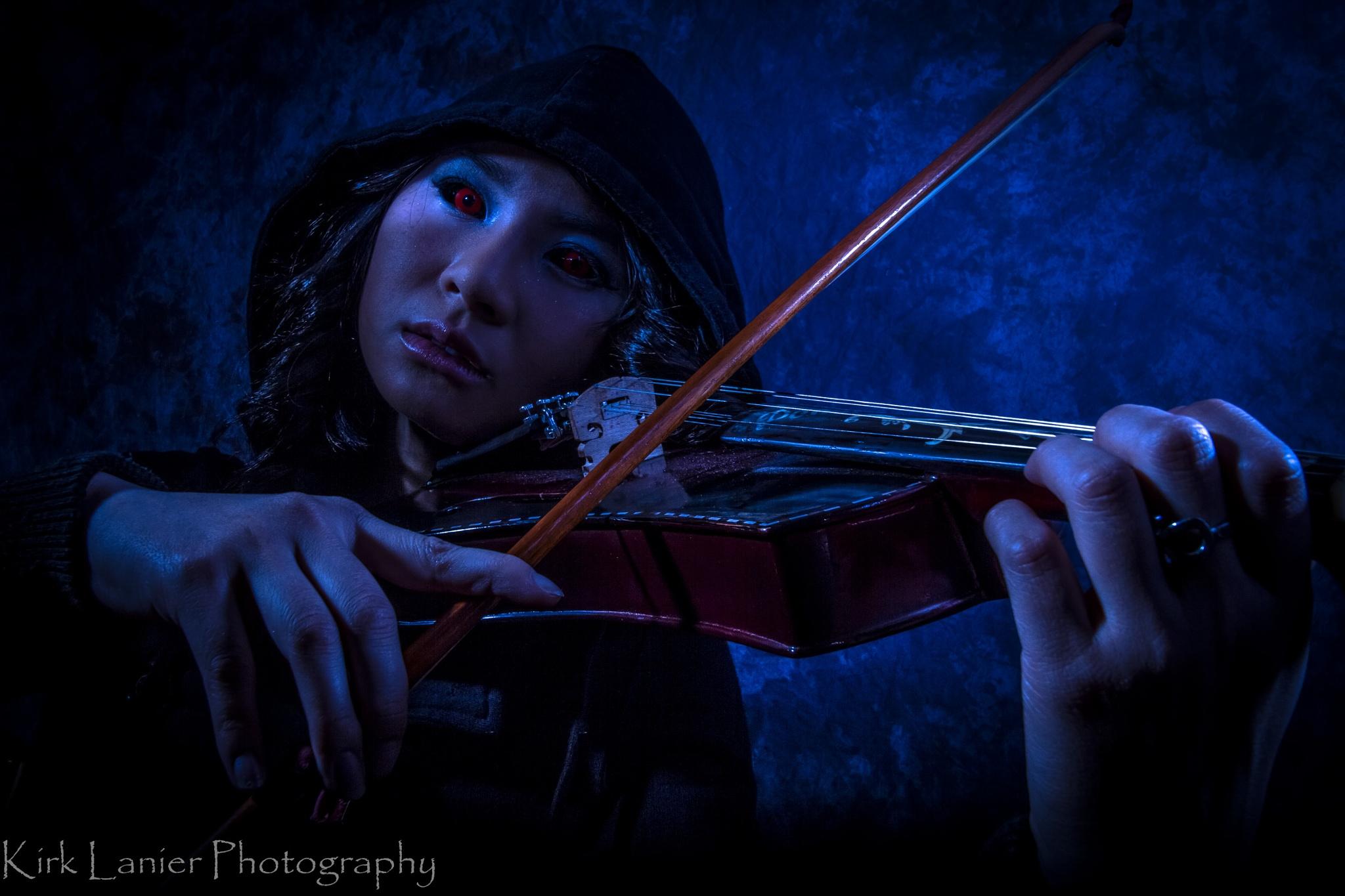 Dark Violinist by klanier