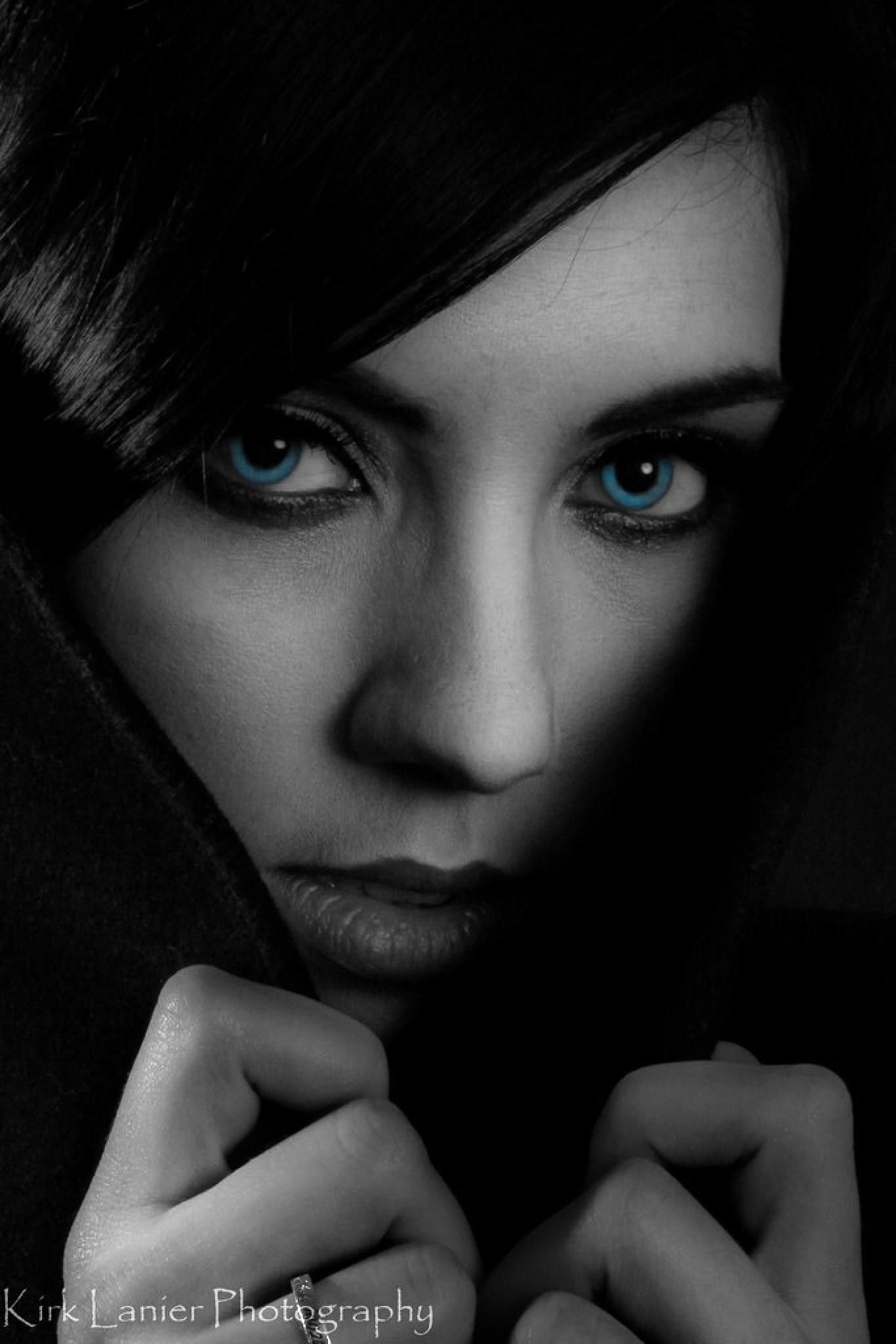 Blue Eyes by klanier