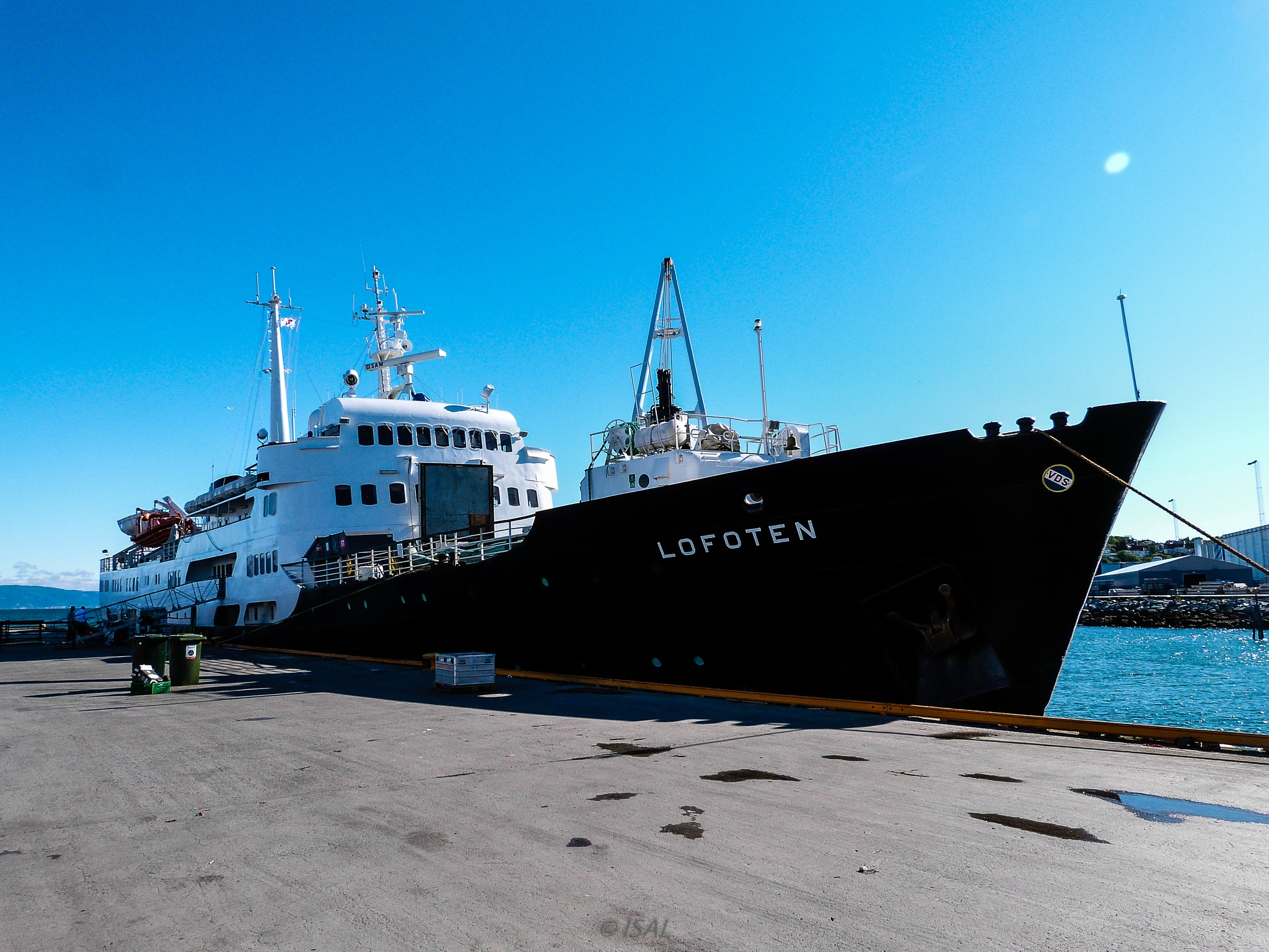 Ms Lofoten - Hurtigruten  by Aymée Lyrhe