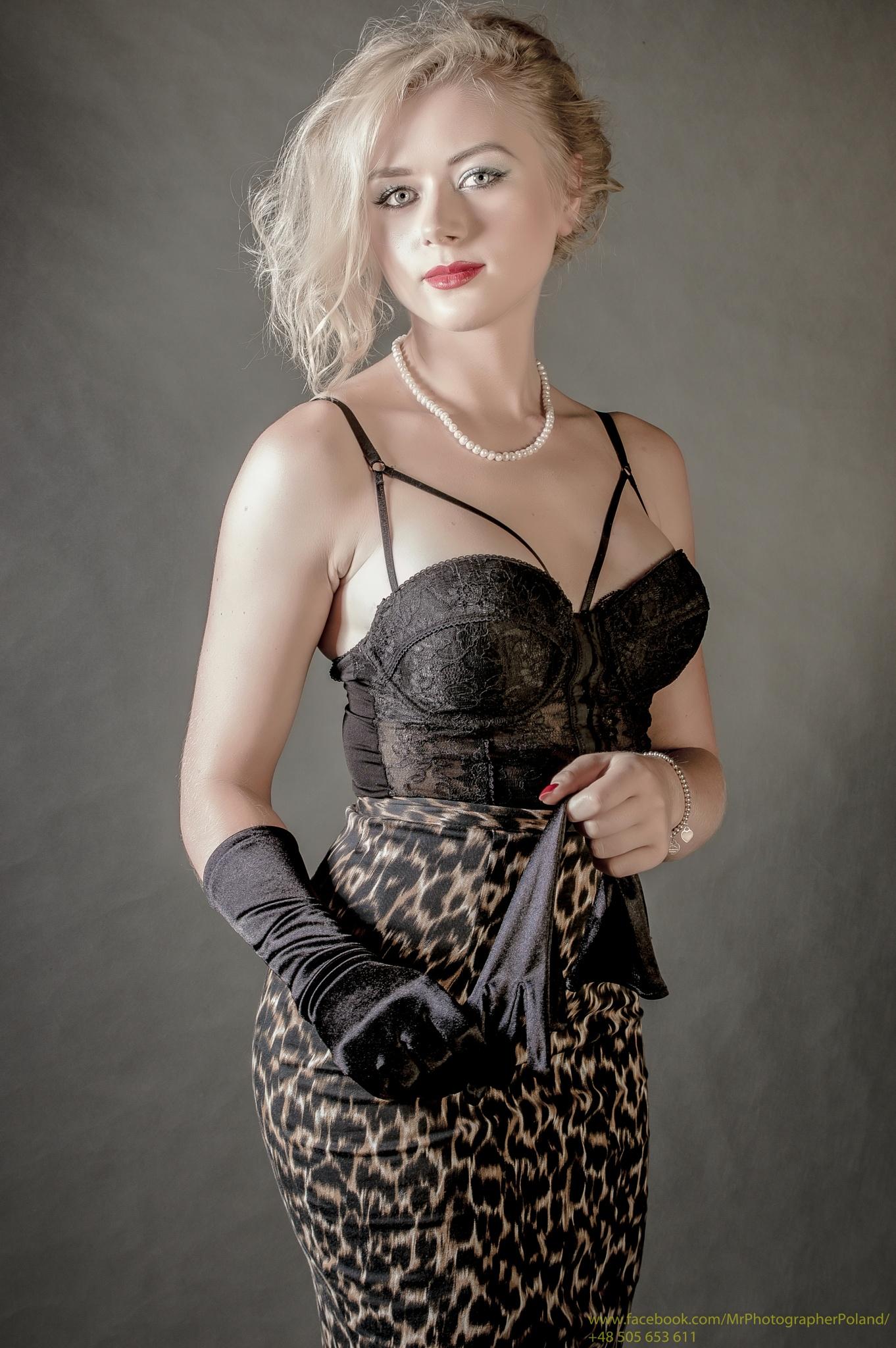 Black glove by PanFotograf