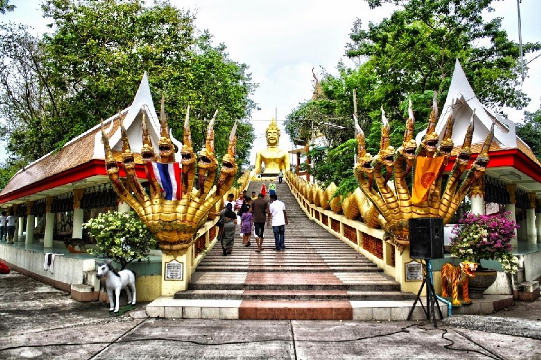 Temple steps Pattaya Thailand by Dáithí Ó Raghallaigh