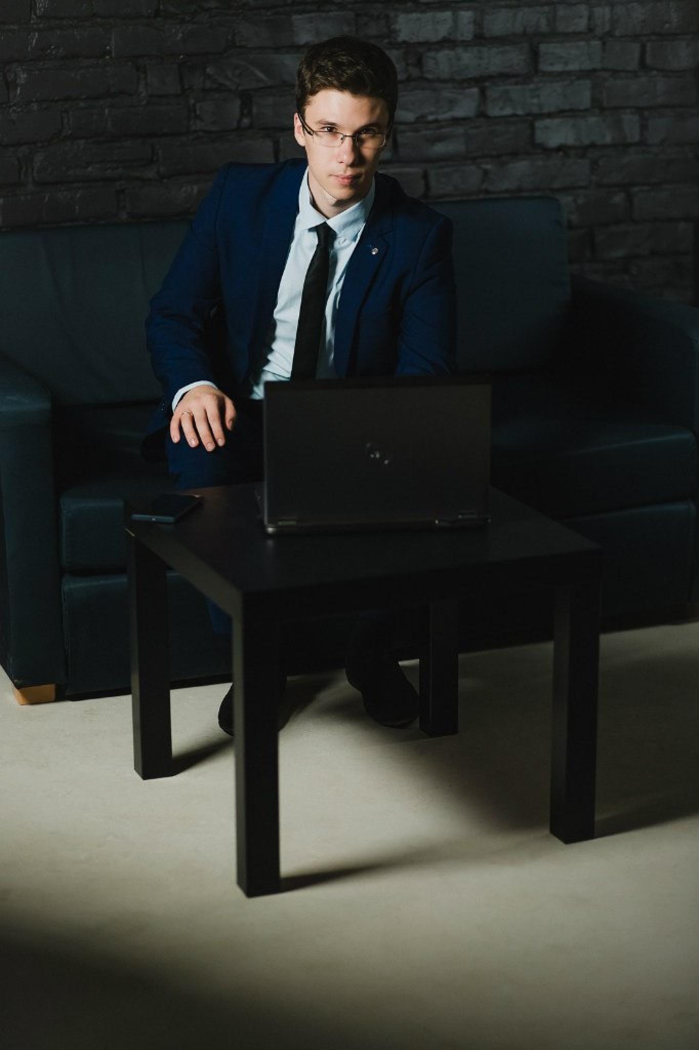 Businessman by studiognezdo