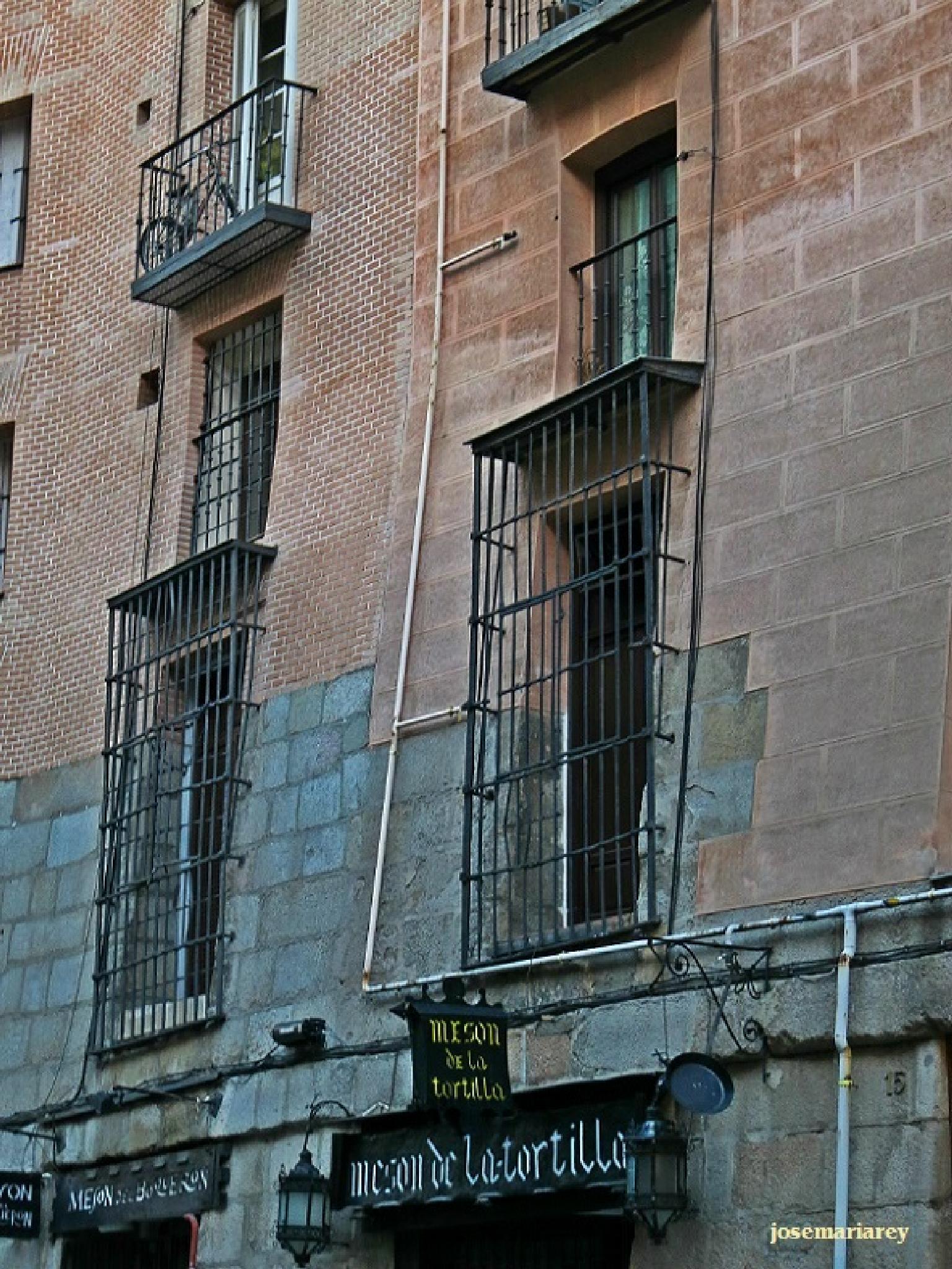 Fachadas inclinadas de Madrid by josemariareymontes