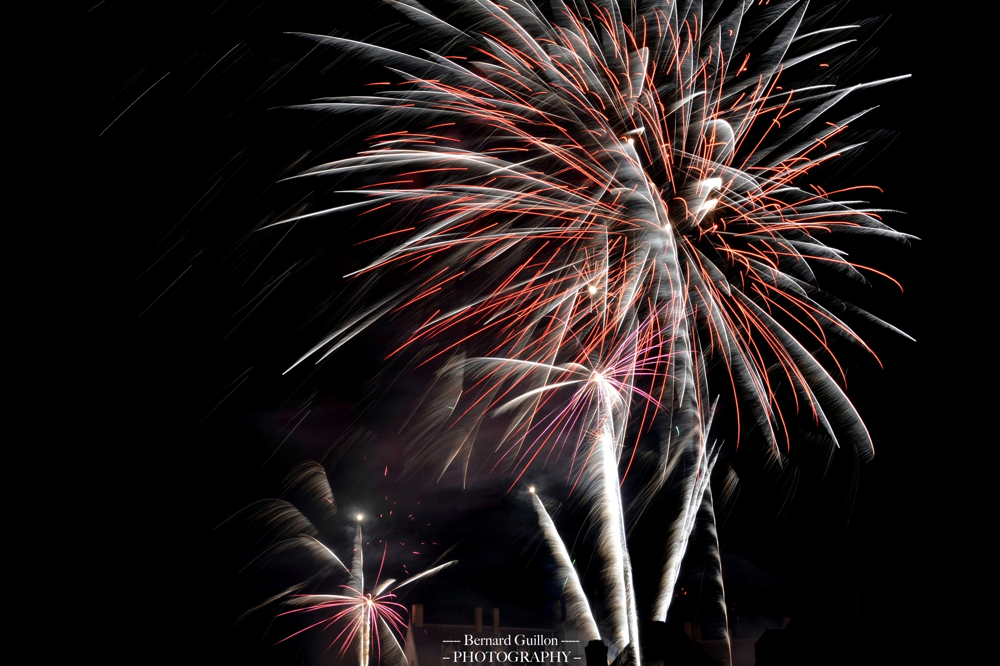 Artistic fireworks over the castle by Bernard Guillon
