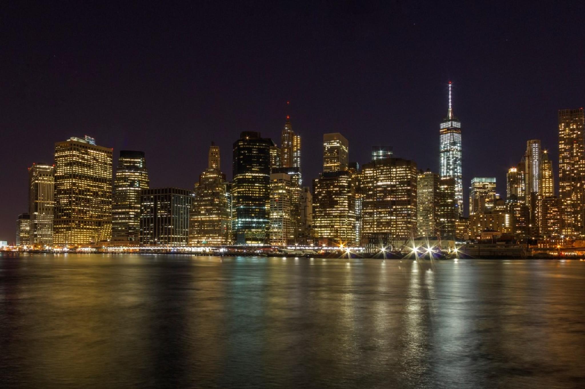 Manhattan Night by johntenhoeve