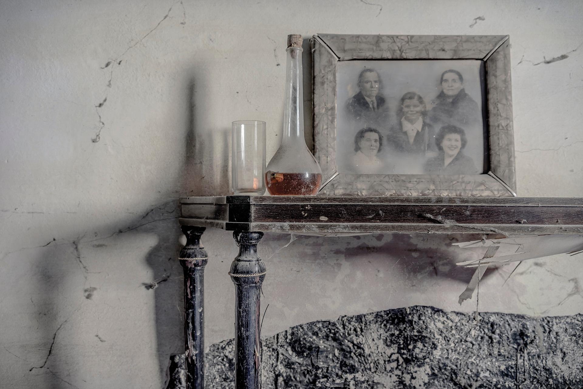 Family, blood, powder by Luca Fontana