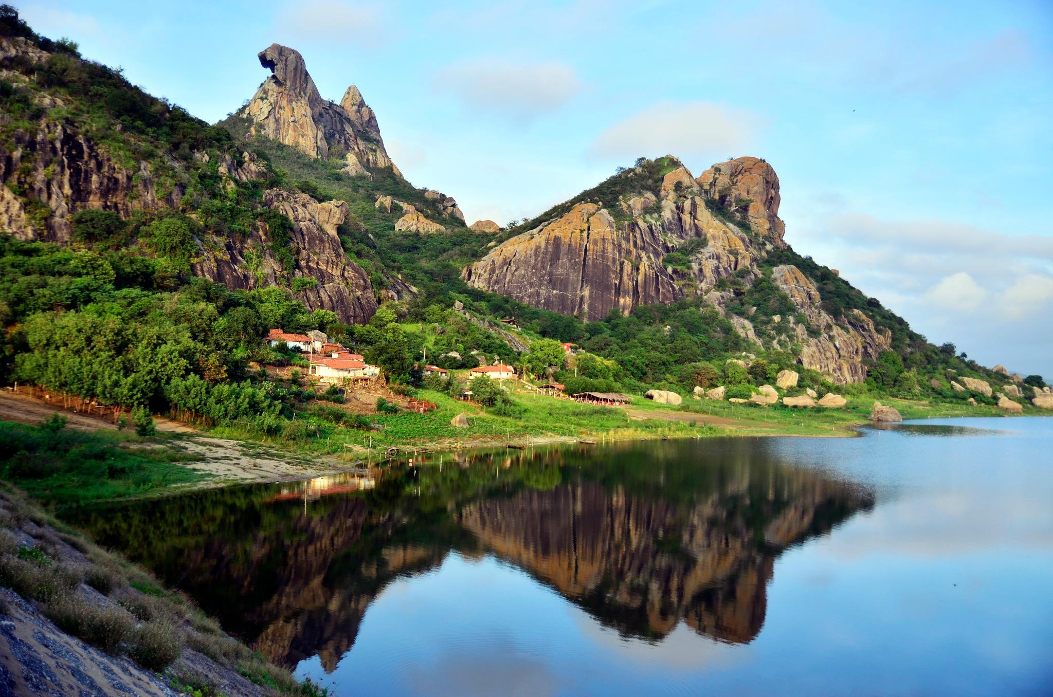 Pedra da Galinha Choca / Quixada-CE by Eloizo Junior