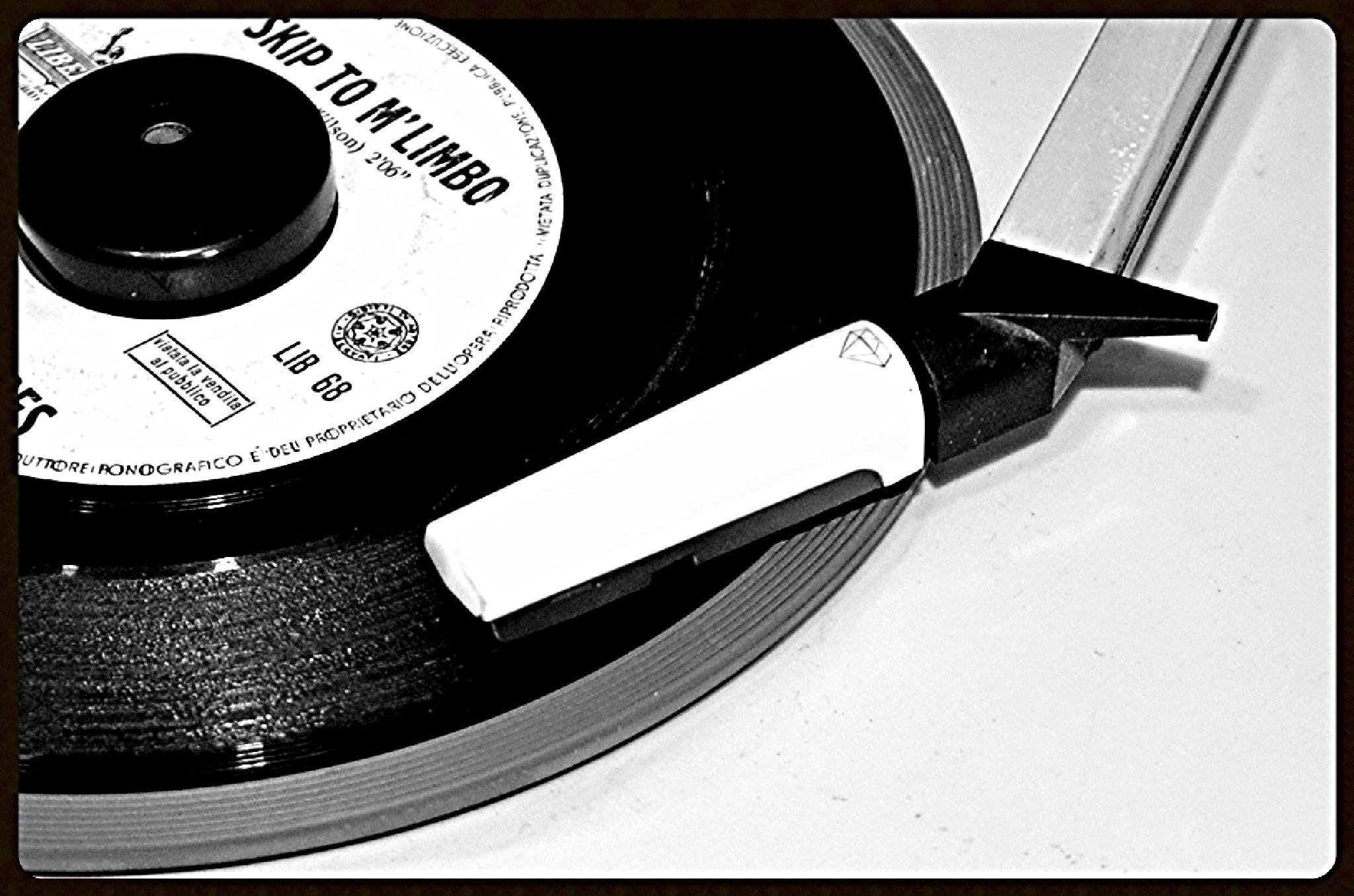 Portable record-player by monicarla