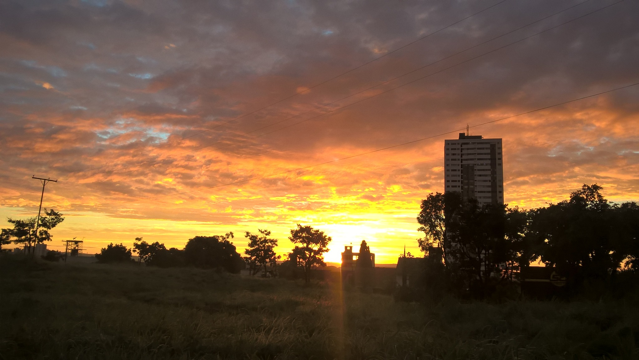 Goiânia sunrise by Alexandro Lima