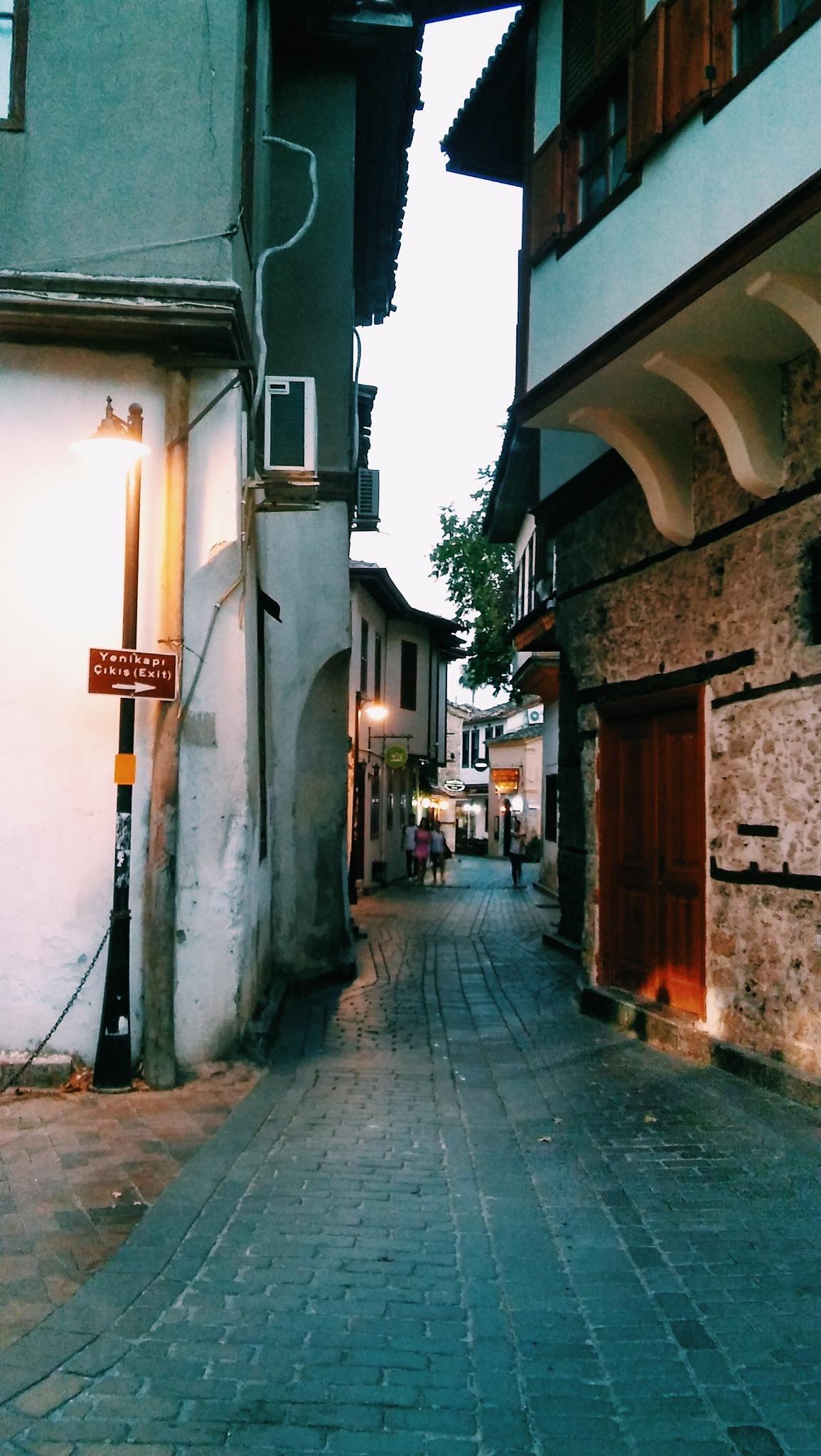 Antalya Sokakları by suleymanuguz