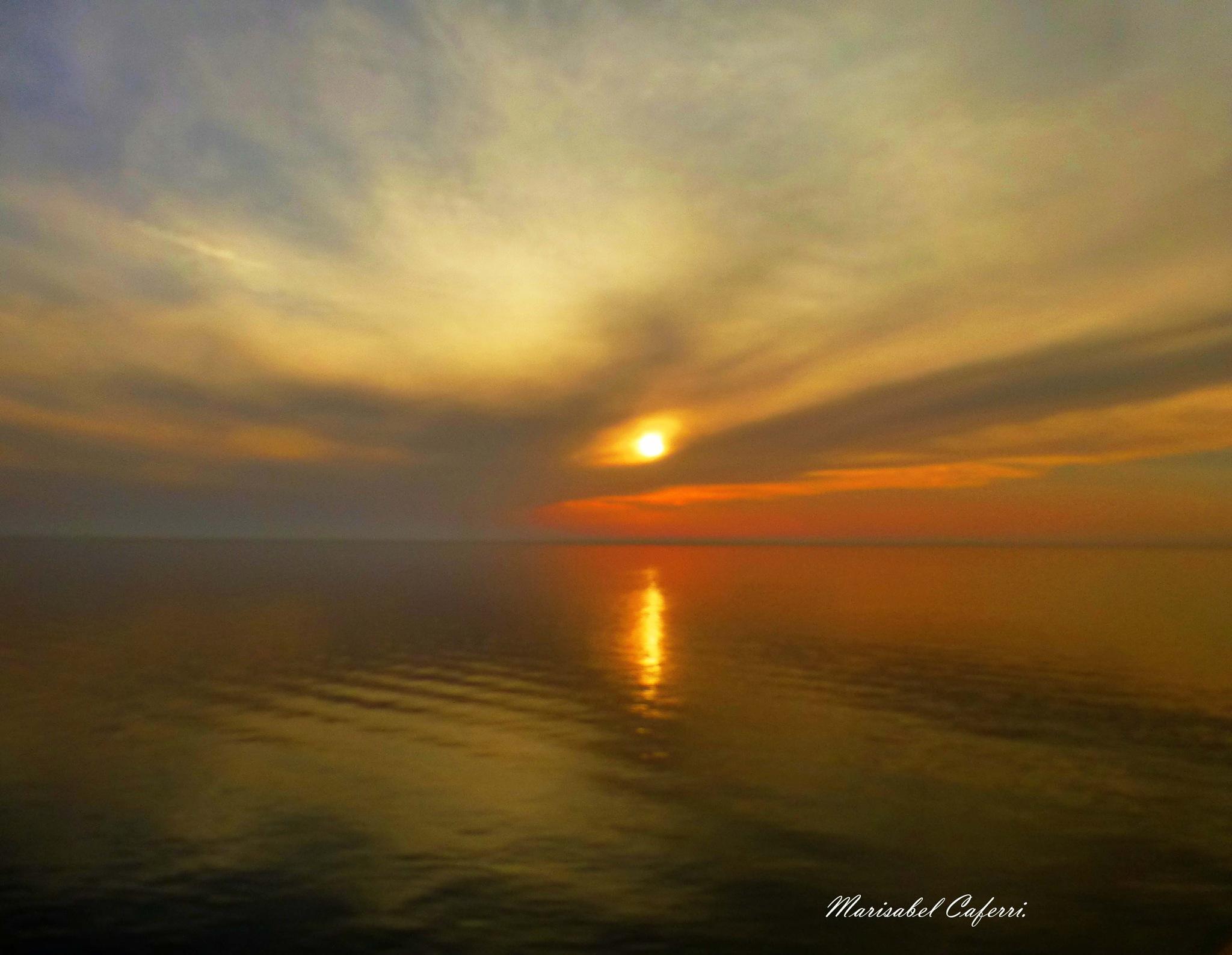 Atardecer en el mar. by marisabelcaferri