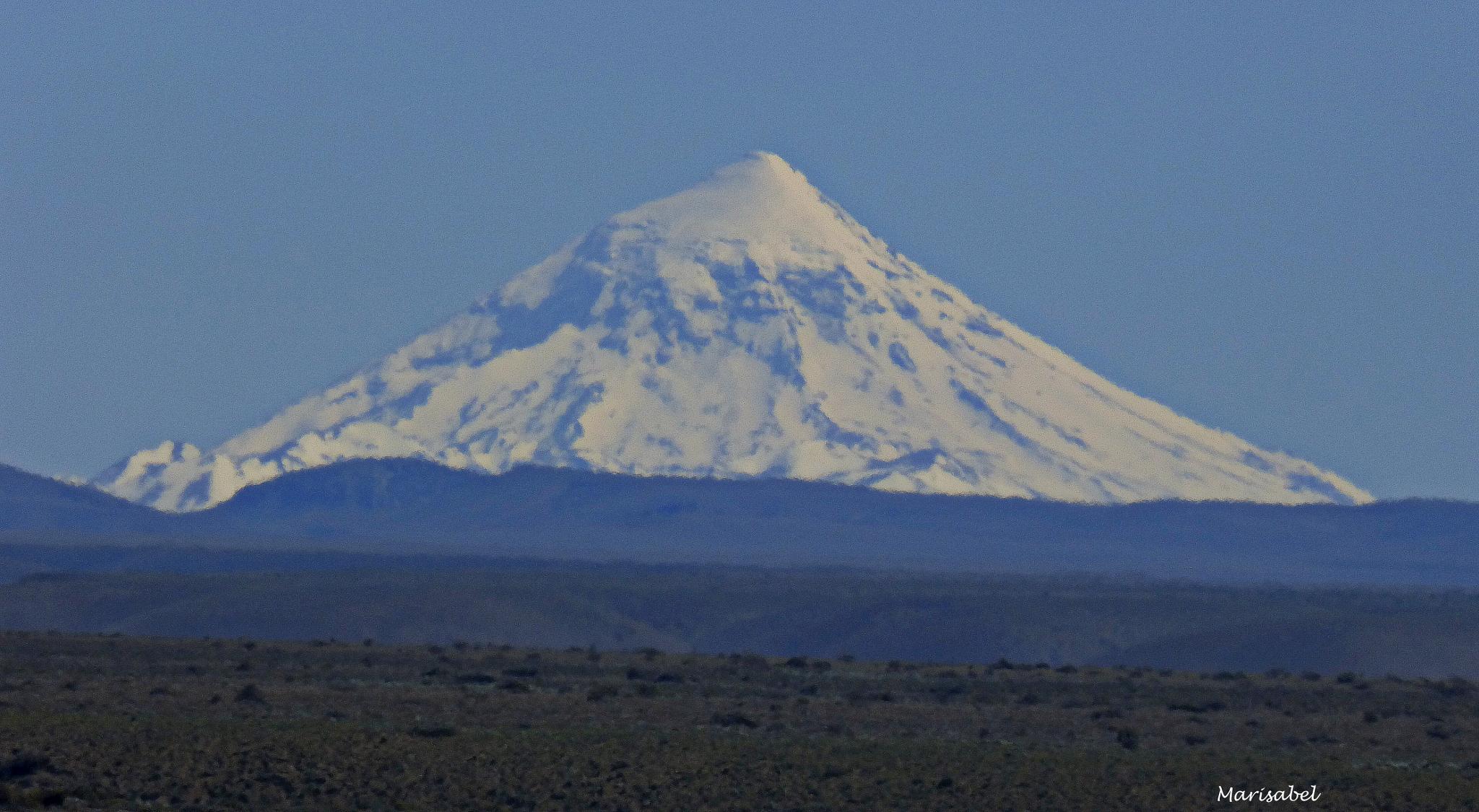 Volcan Lanin , limite entre Argentina y Chile. by marisabelcaferri