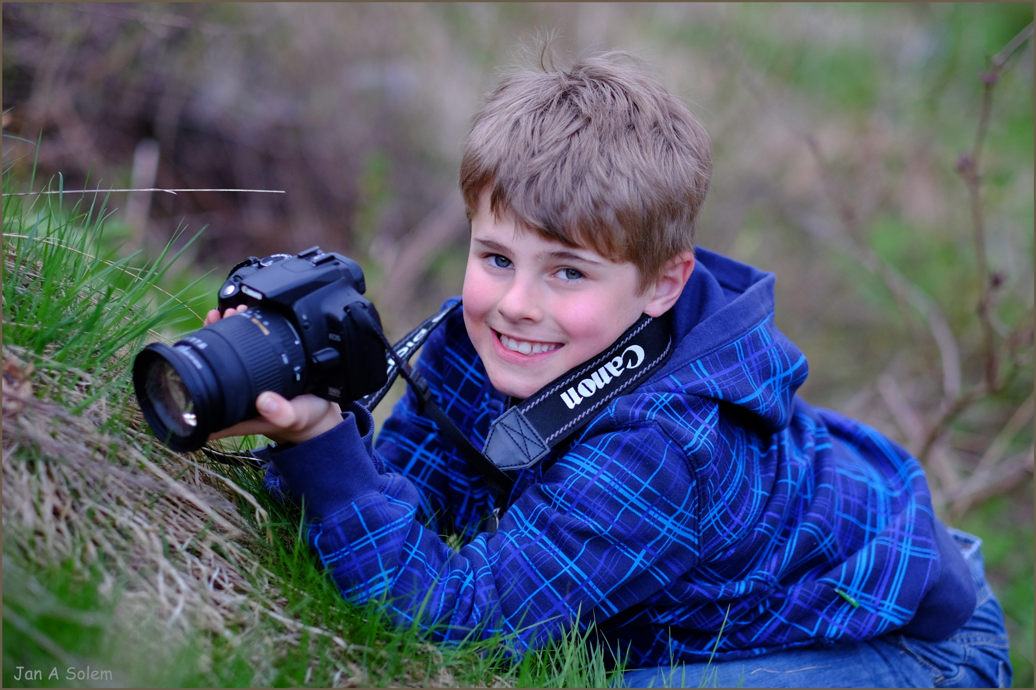 A very young photographer by Jan Arvid Solem
