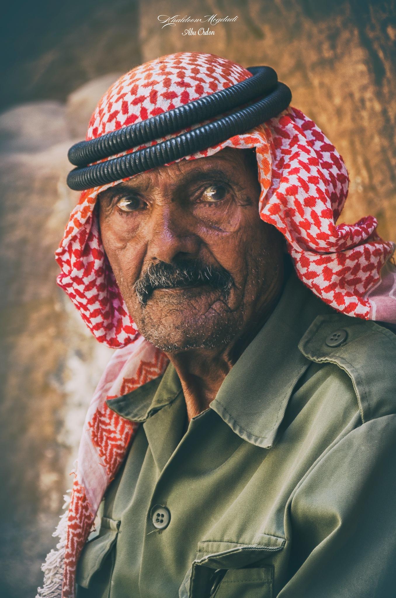 Details van het leven in het gezicht van een man by Abu Ordon