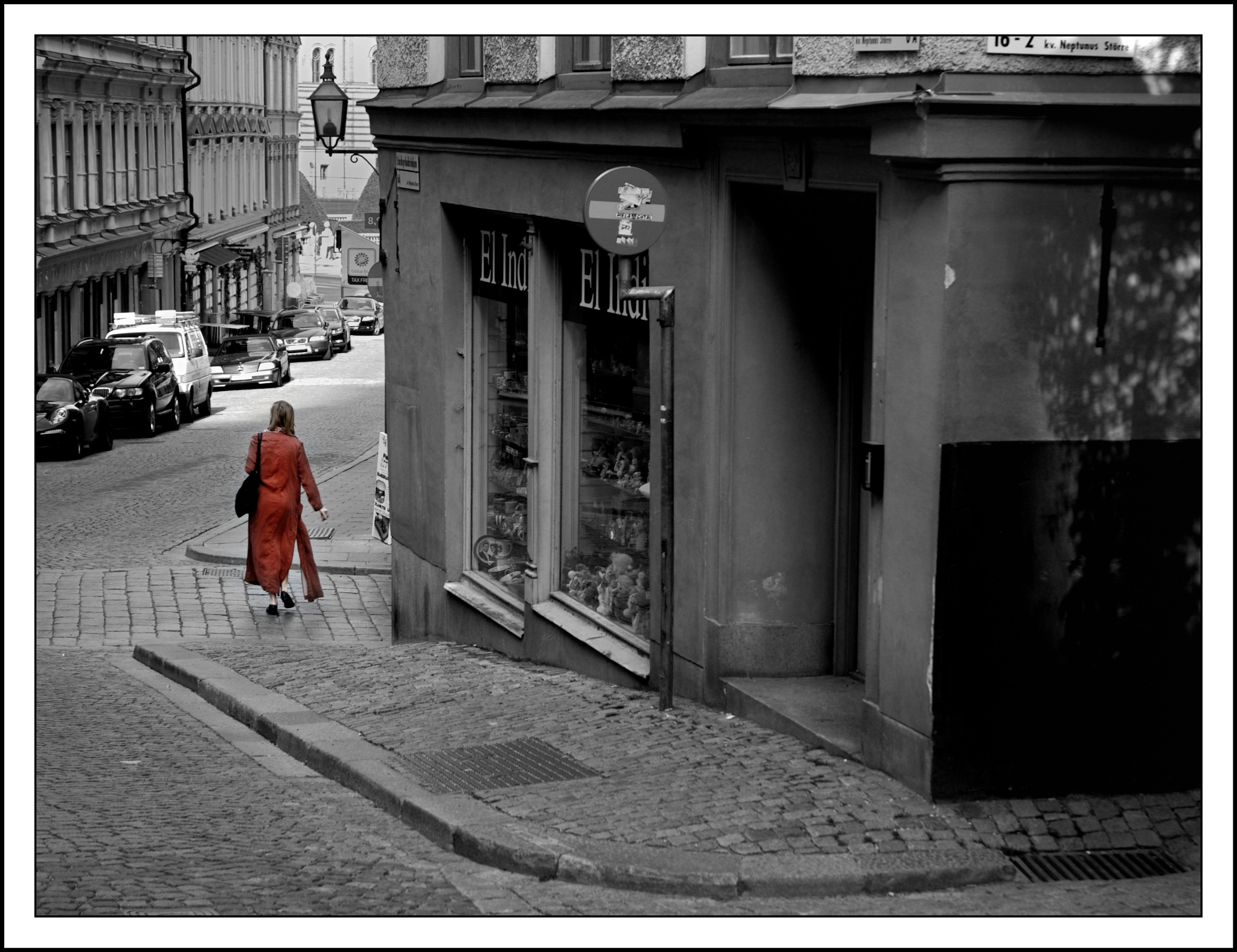 Lady in red by karlbertil