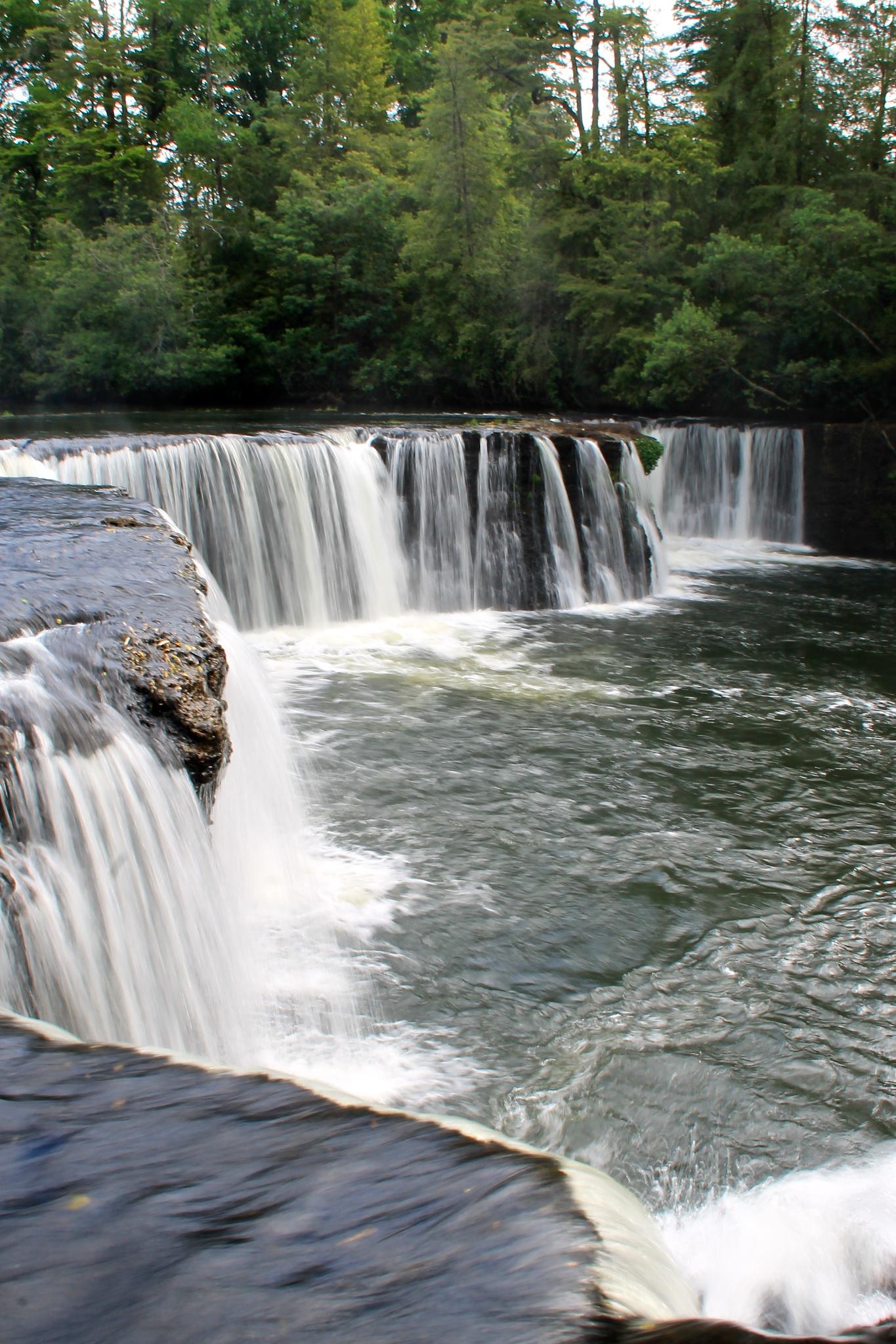 Salto Río Donguil, en obturación lenta. by Héctor Eduardo Soto Arias