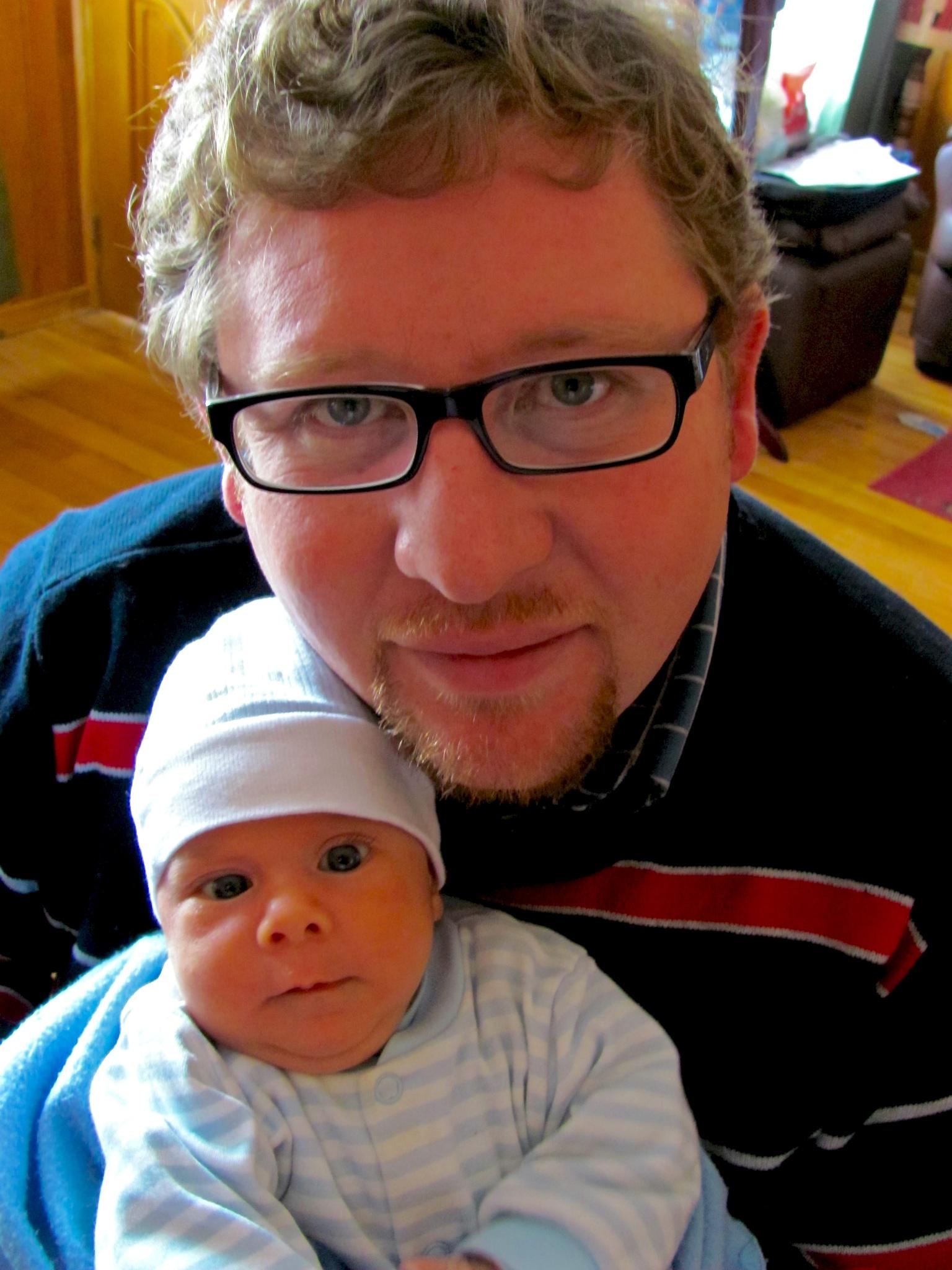 Debutando como papá hace 6 años, hoy sigo igual. by Héctor Eduardo Soto Arias