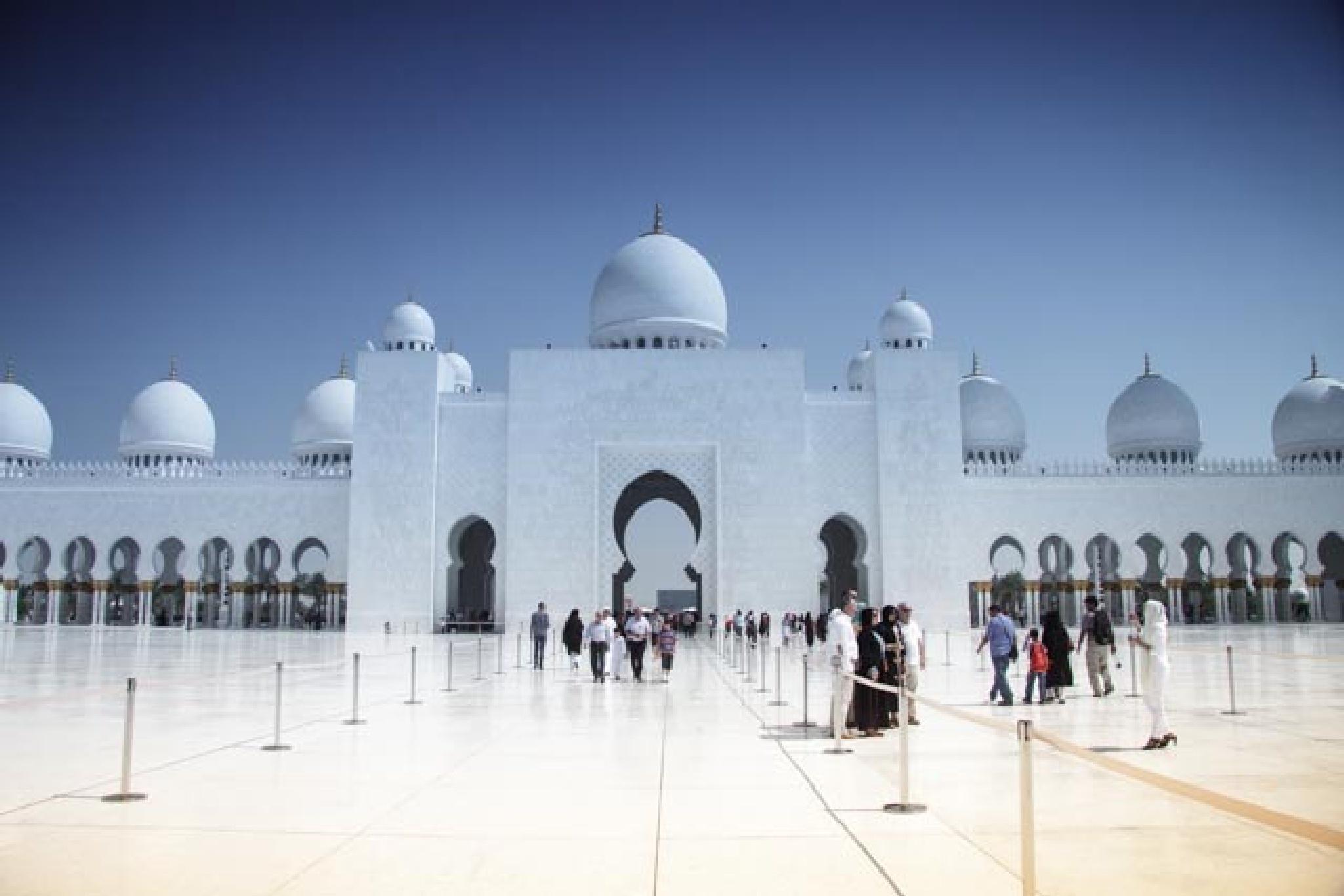 Abu Dhabi by charles1962
