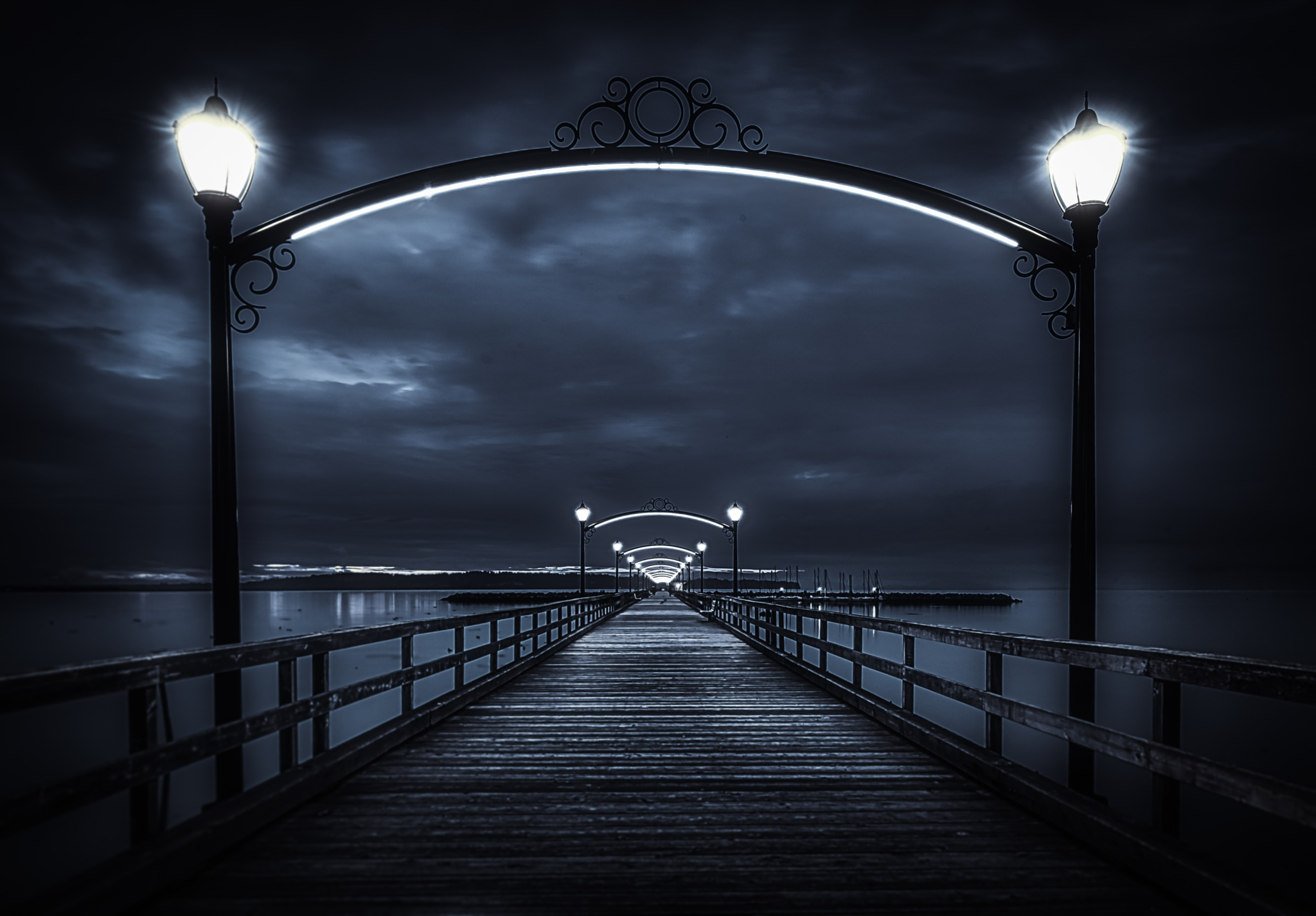 Mystical Pier - B&W by gldosa